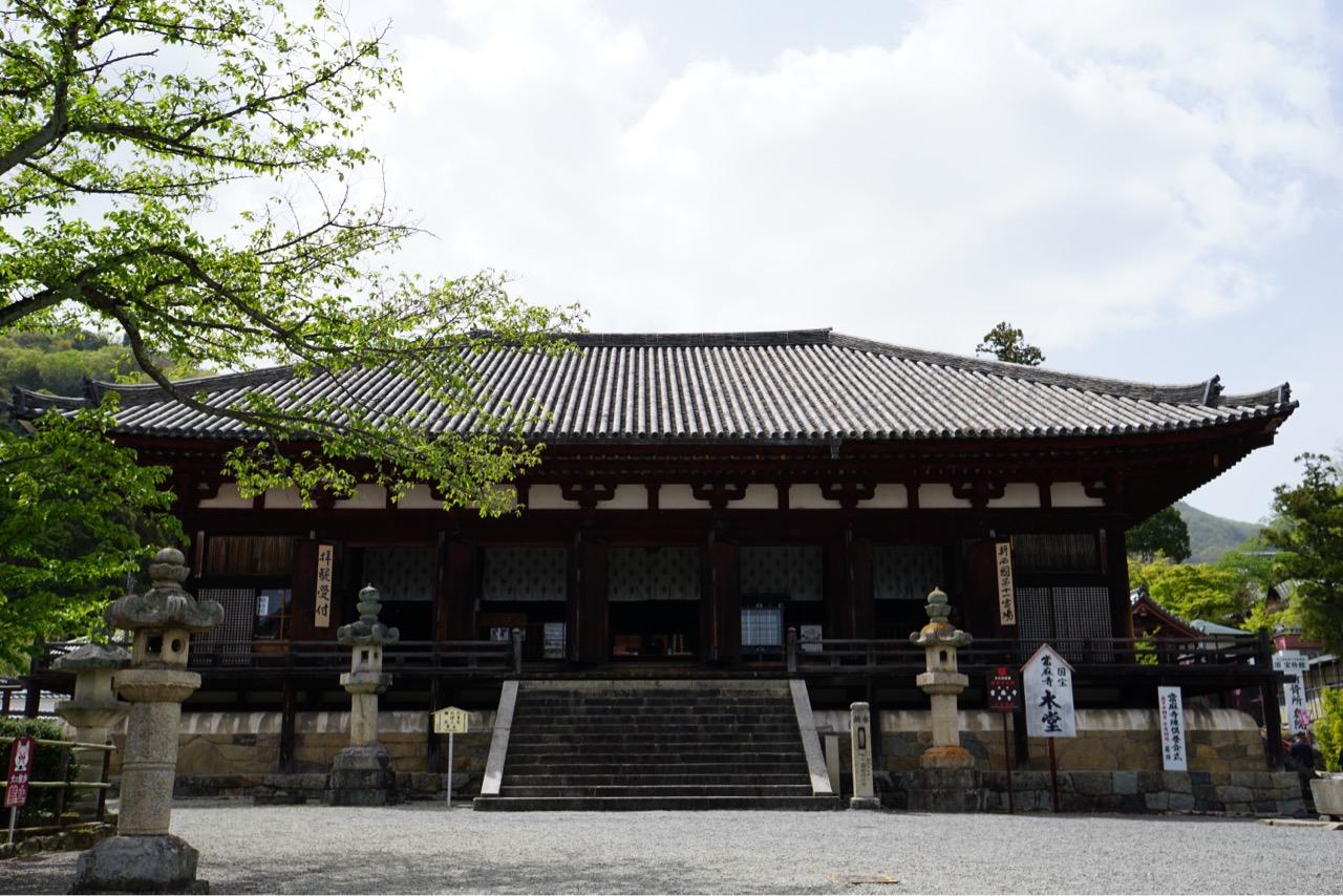 本堂 とても大きくて美しい建物です。