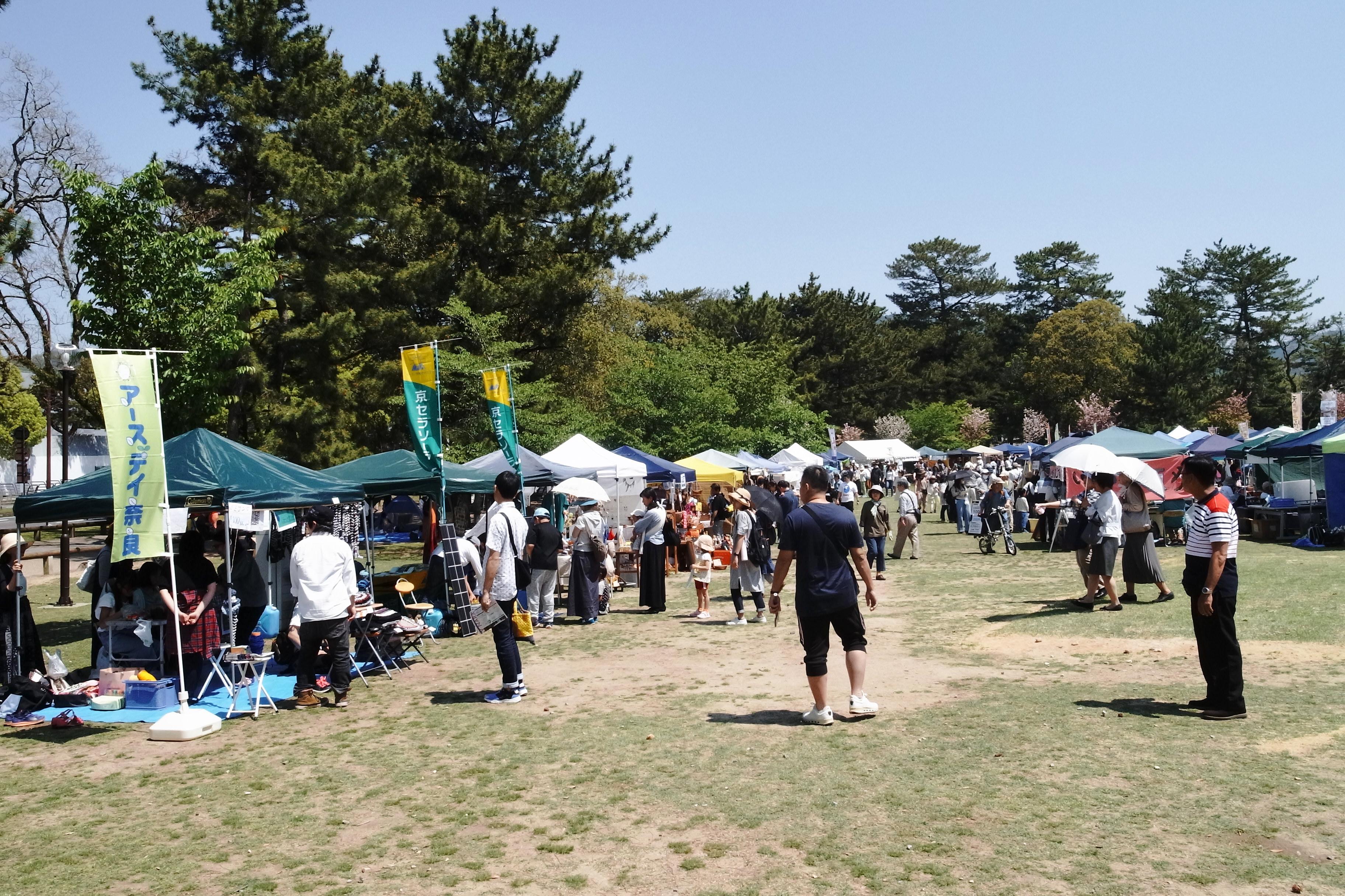 アースデイ奈良の会場風景。たくさんの人が訪れてました。