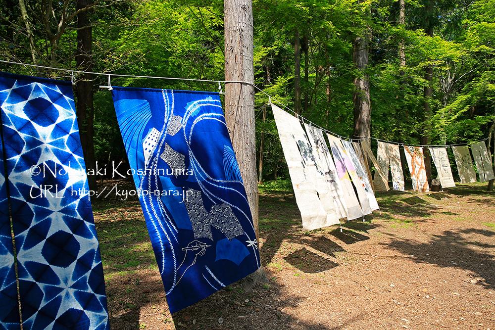 苑内では、藍染めの製品も売られていました。素敵な色合いです。