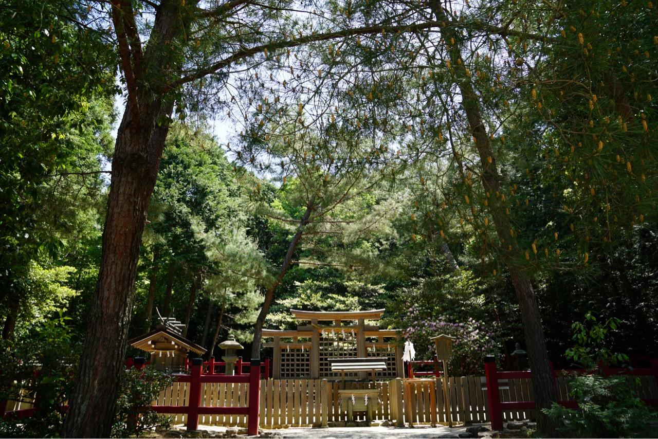 桧原神社 大神神社と同じ三鳥居があります。三つ繋がっていますね。