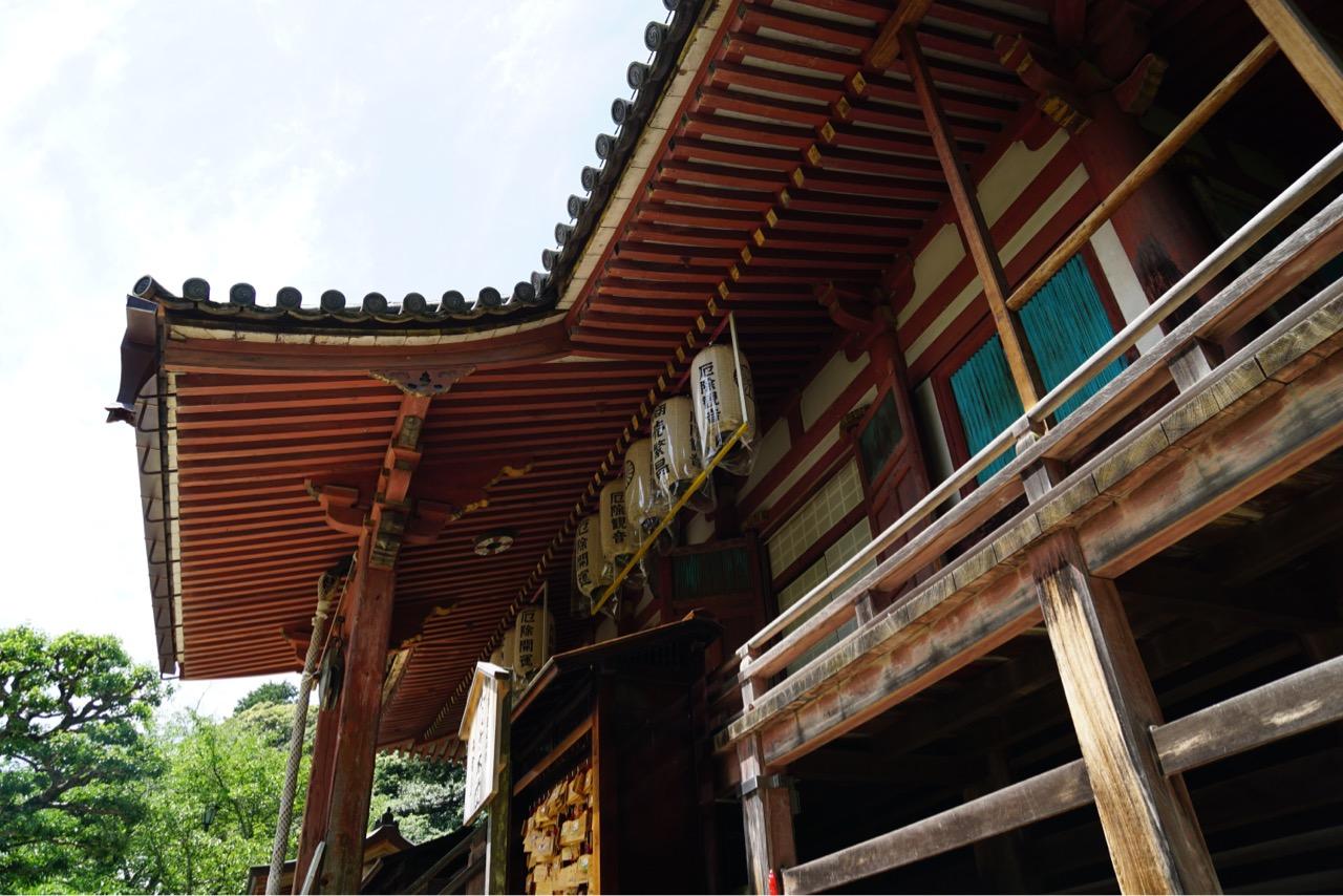 本堂 中世の真言宗本堂の典型的な入母屋造本瓦葺です。