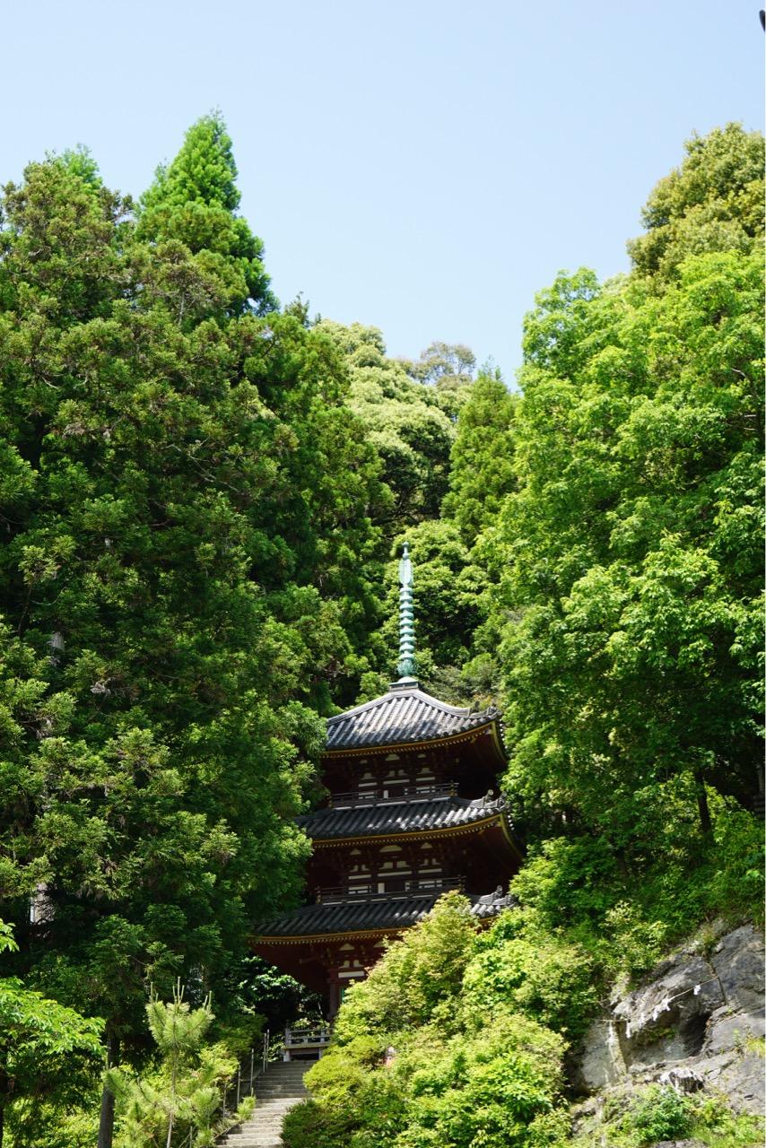 三重塔は835年創建です。明治に再建されているという説もあります。