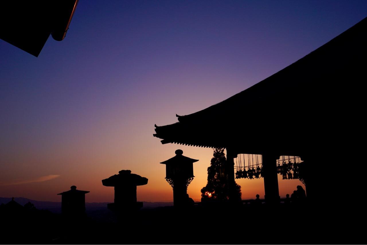 東大寺二月堂からの夕日を見に行ってきました。