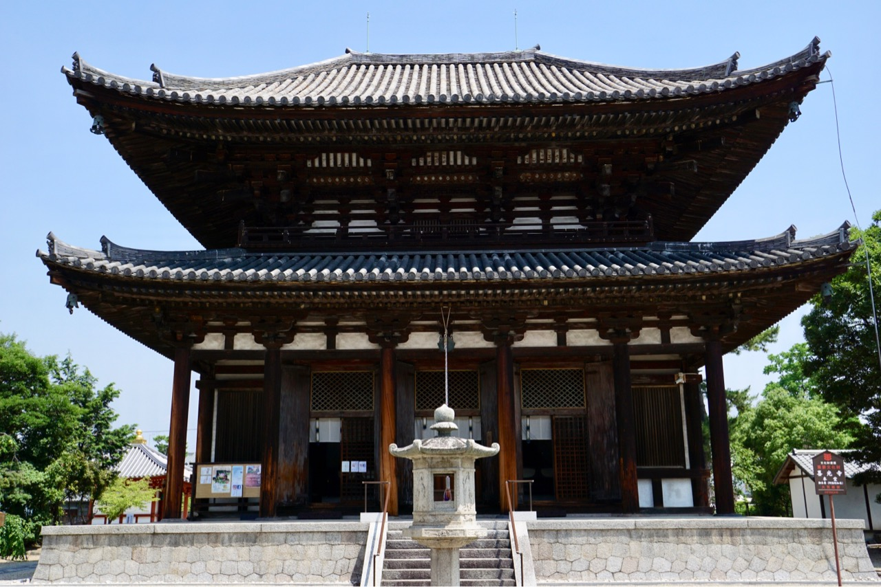 行基が建立し、本堂は東大寺大仏殿の参考にしたとされています。似てますね!