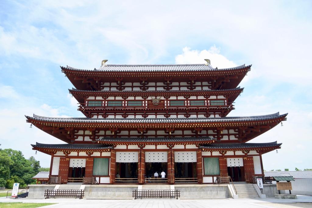 金堂 裳階をつけた珍しい形です。西塔と同じ作りです。