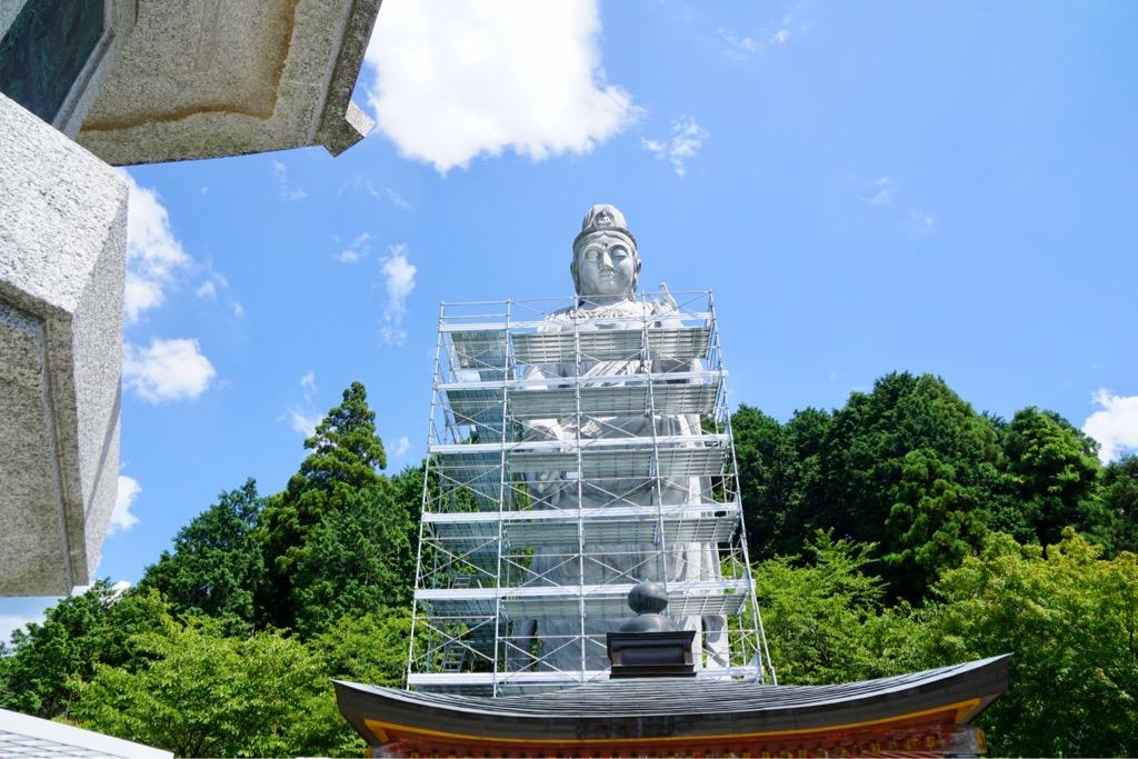 天竺渡来大観音石像 高さ20m、総重量1200トンもの壮大な大理石造りです。