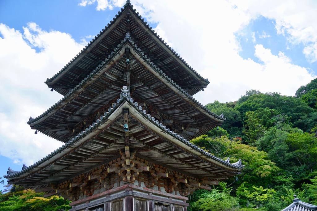 近くには壺阪寺があります。三重塔が迫力満点です。