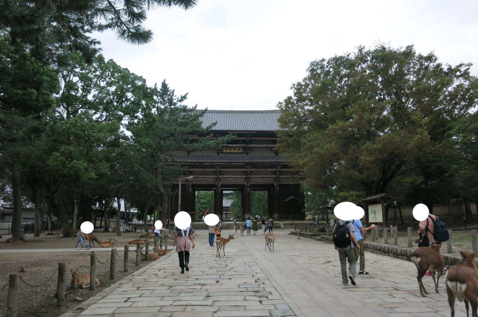 東大寺入り口に到着。南大門が見えます。