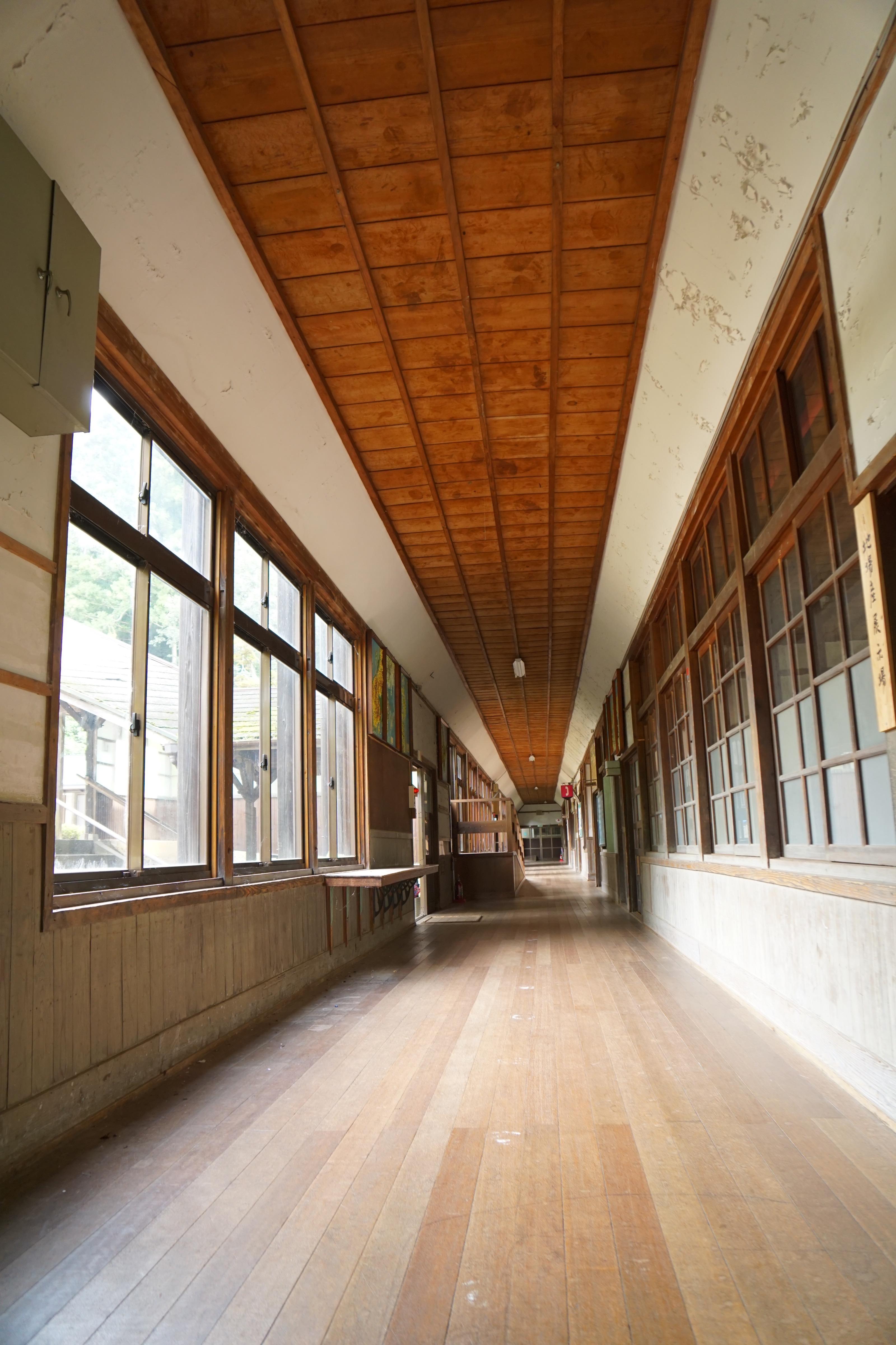 ワールドメープルセンター 旧宇陀小学校を保存してカフェやギャラリーに利用しています。