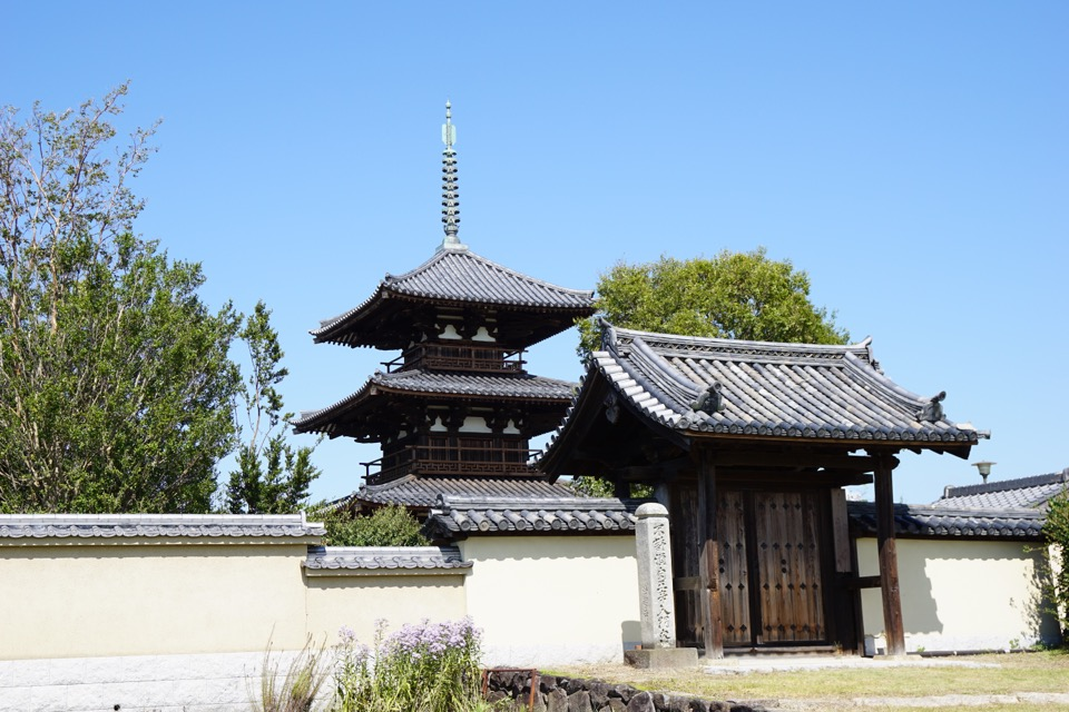 世界遺産に登録され、こじんまりしていますがとても雰囲気のいいお寺です。