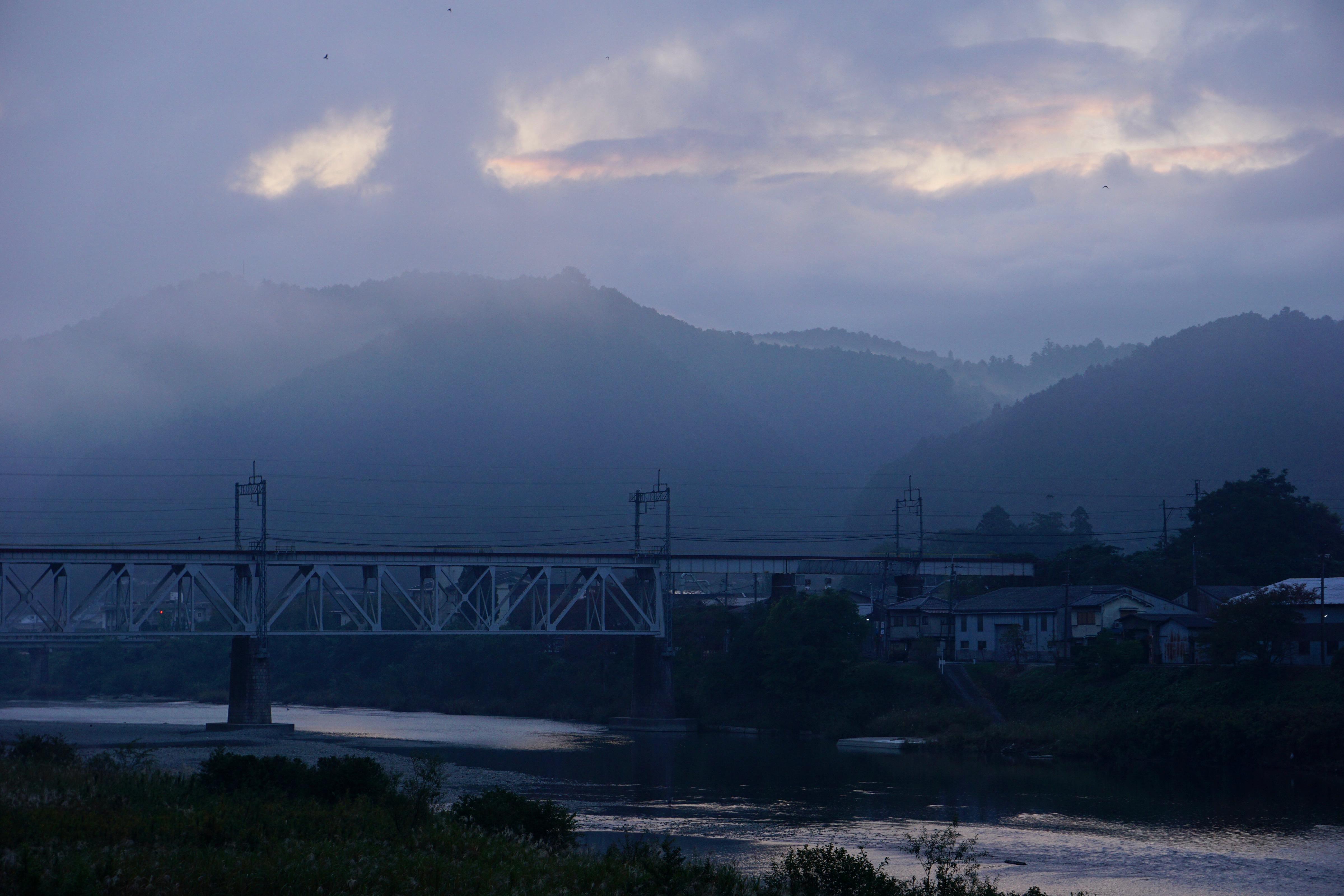 朝4時に起きて出かけました。吉野も朝霧に包まれてとても綺麗でした。