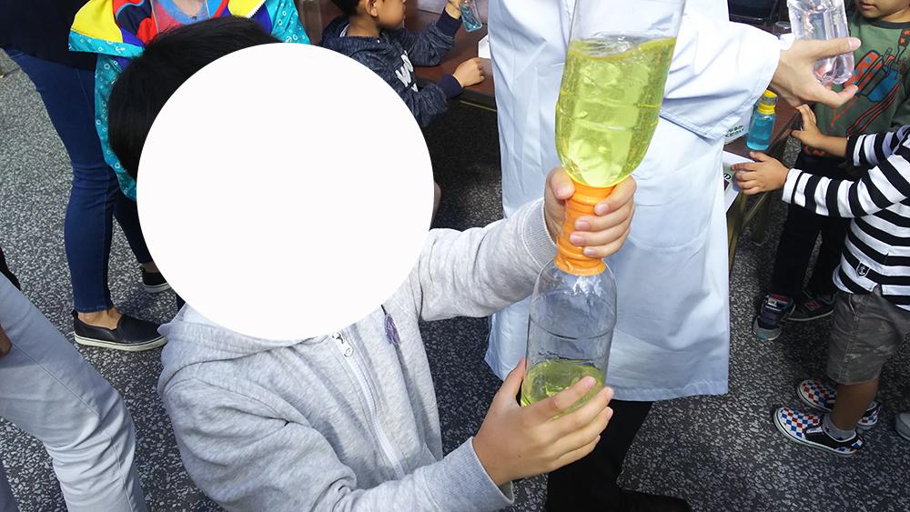 実験をするコーナーもあり、子供が飽きないような工夫がなされていました。
