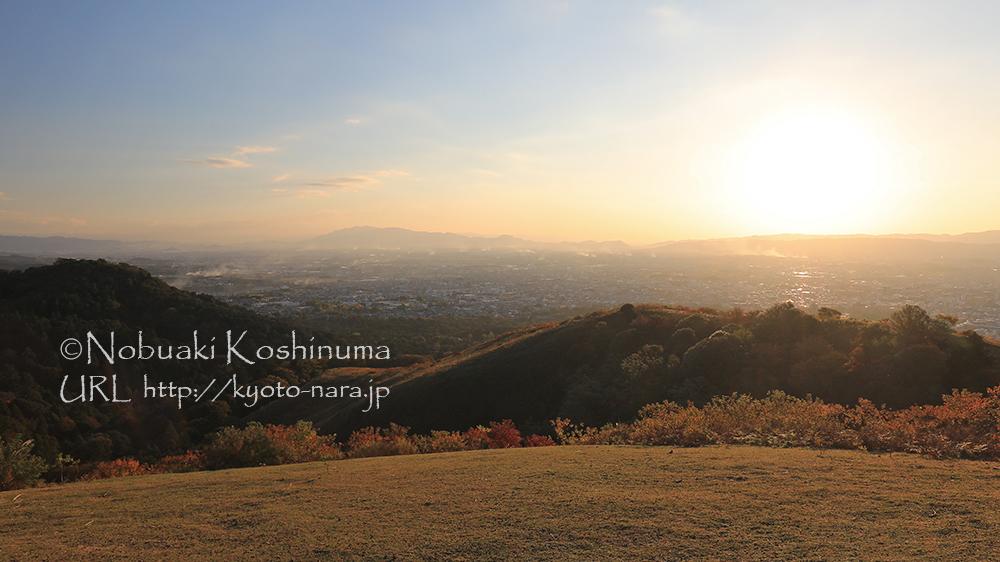 若草山の展望所。陽の沈む30分前くらいに到着しました。