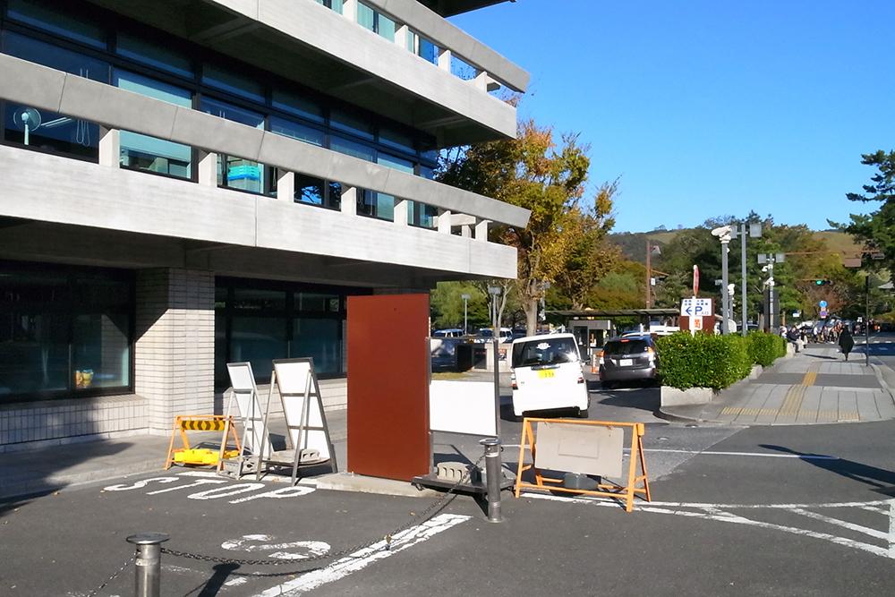 正倉院展が開催されていて奈良公園周辺の駐車場はどこもいっぱい。探すのが大変でした。