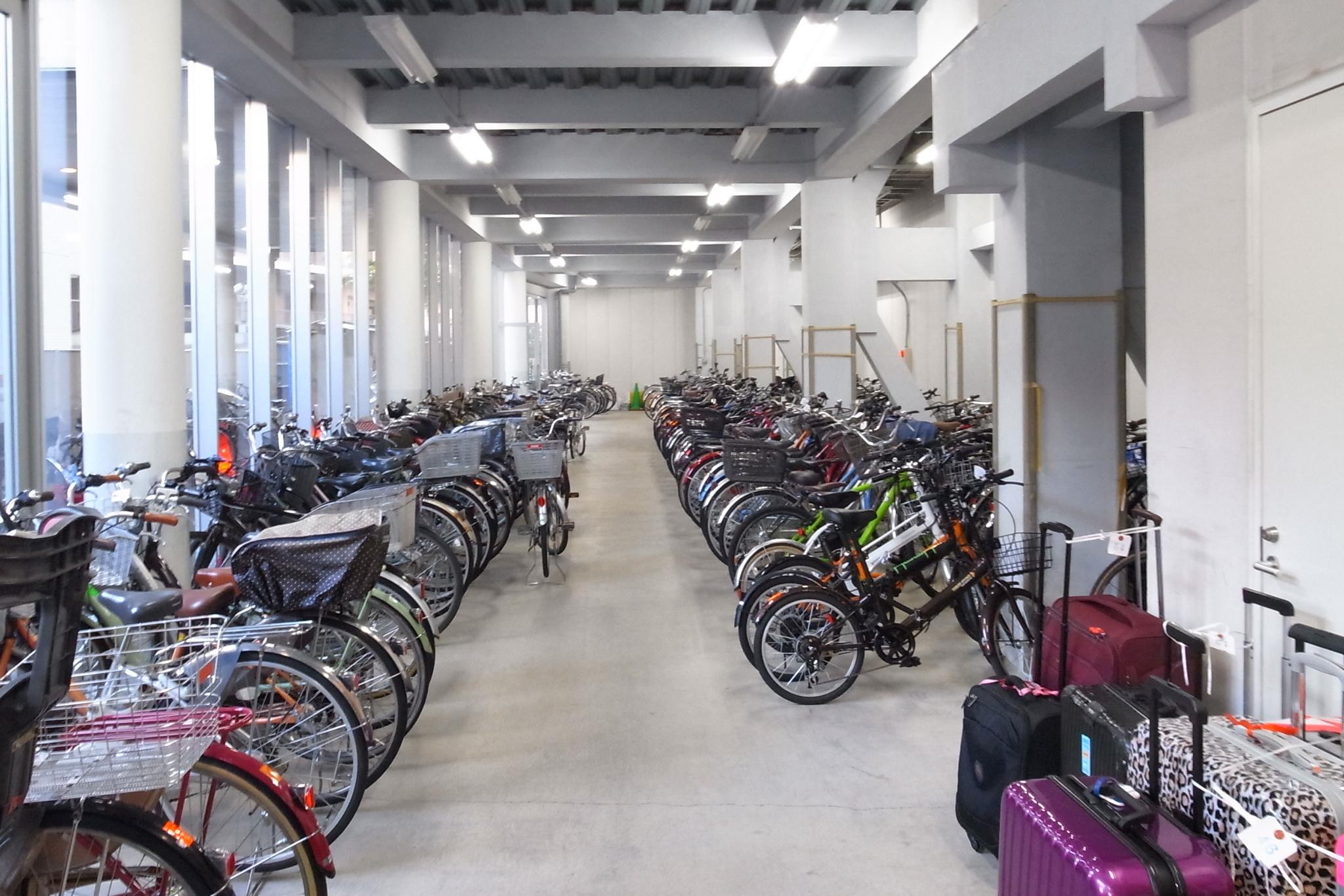自転車のレンタル、自転車預かり、旅行カバンも預かってくれます。旅行者の方も利用価値大!