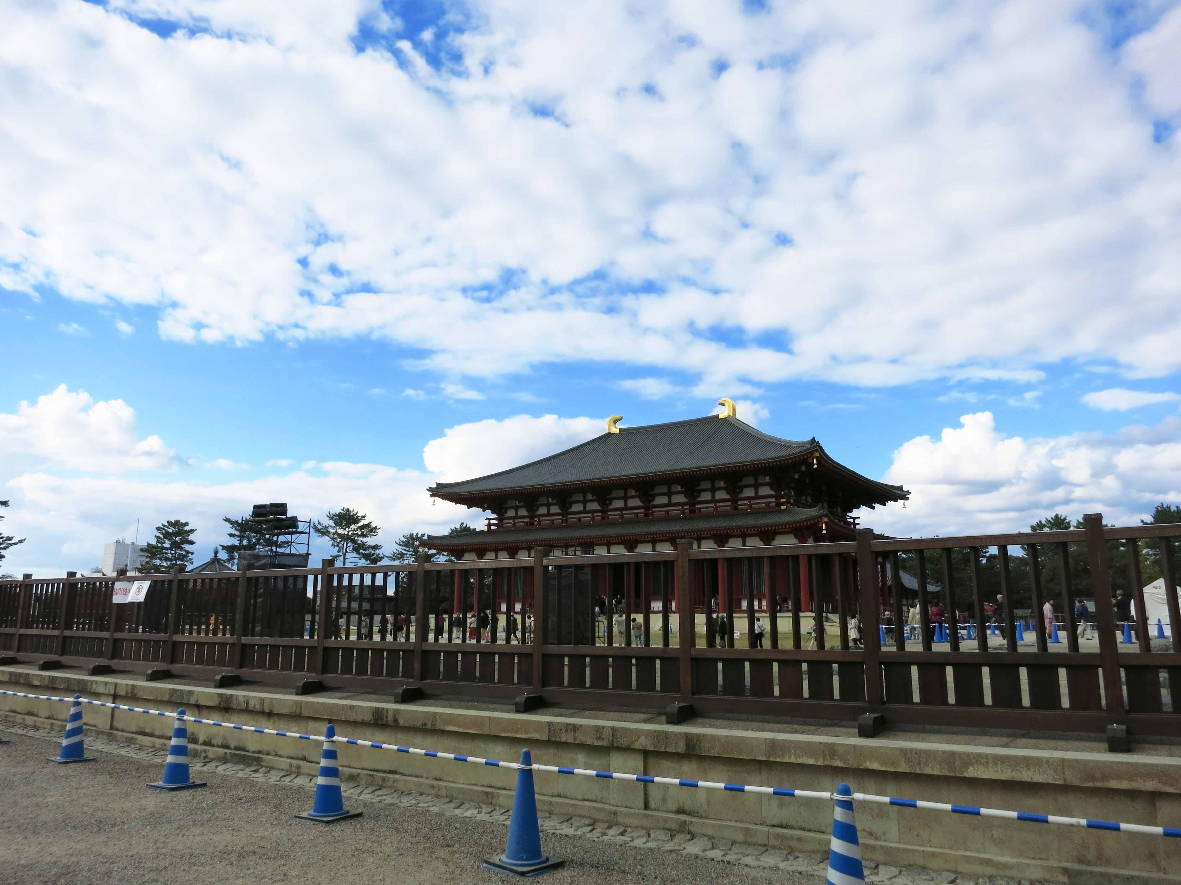 帰り道は、先月落慶を迎えた興福寺の中金堂を右手に拝みながら近鉄奈良駅に向かいました。