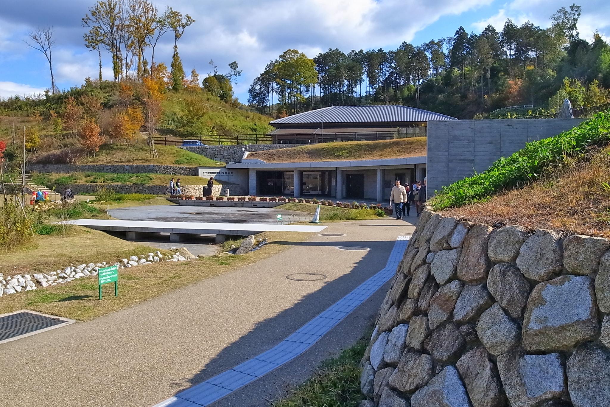 岡寺から車で5分ほどにある「キトラ古墳壁画体験館四神の館」。