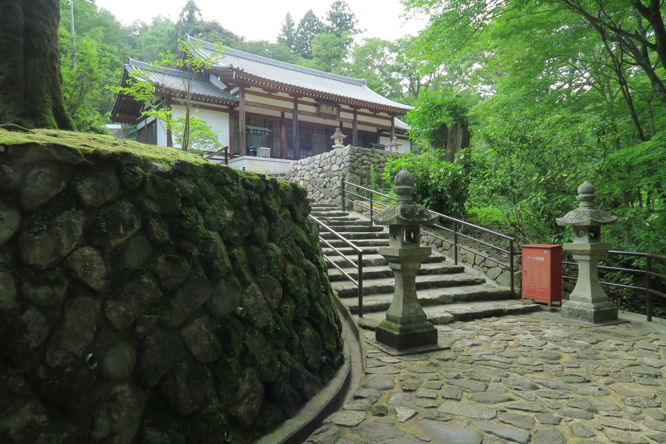 奥の院には、陀羅尼堂、興教大師祖師堂があります。