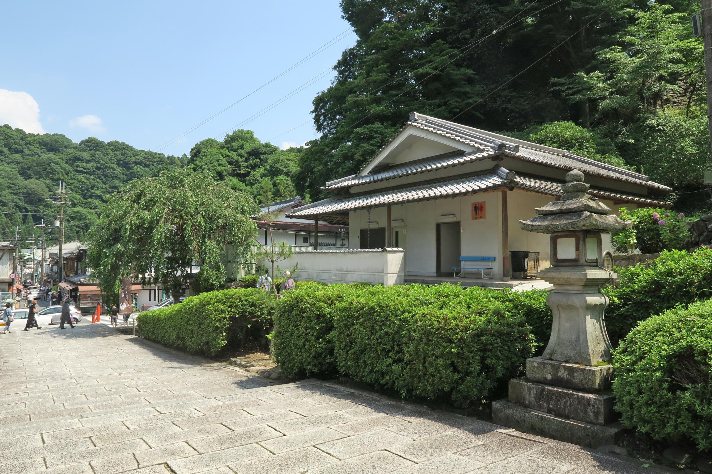 長谷寺受付の手前にあるトイレ。