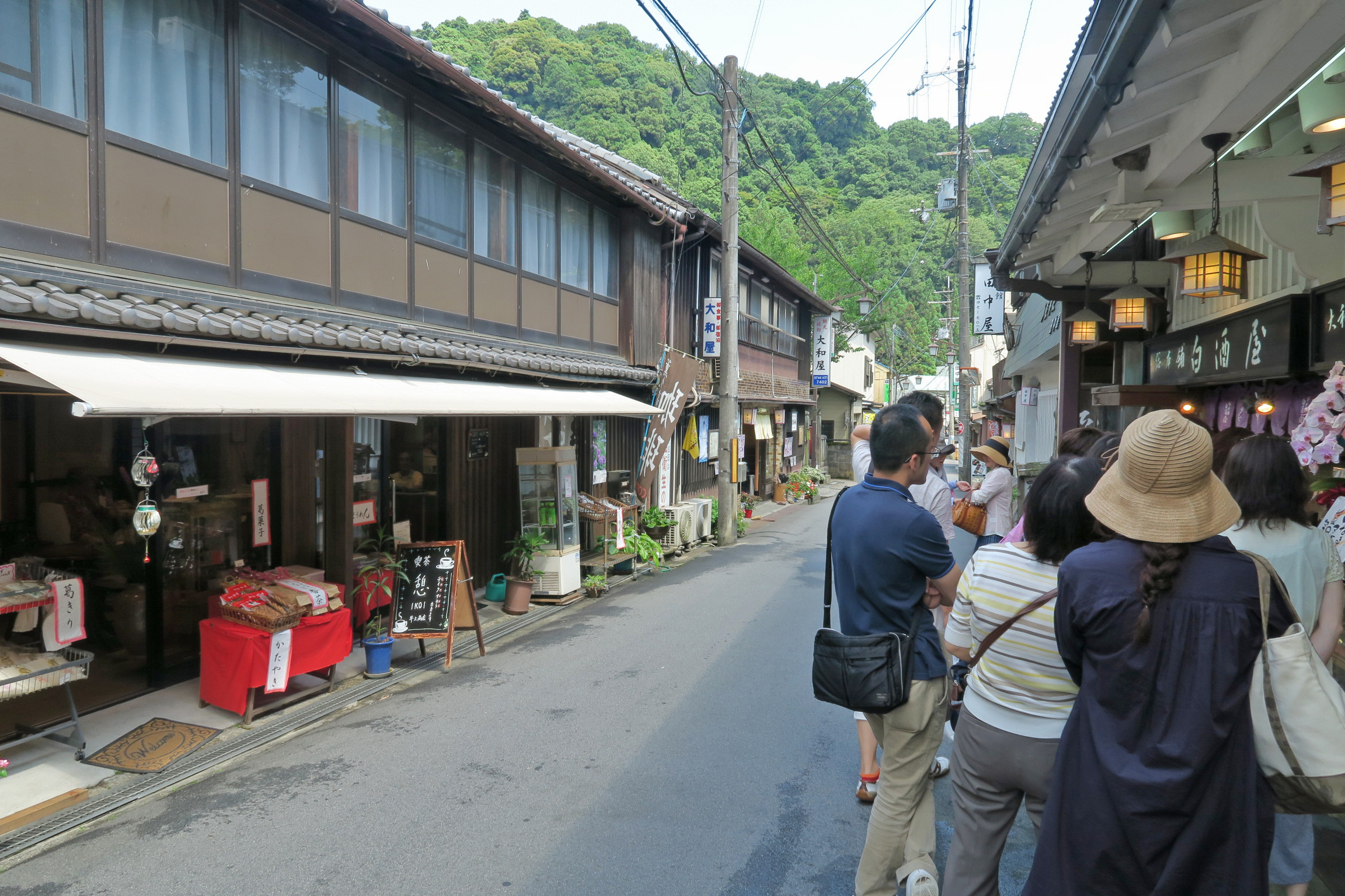 長谷寺を出たところの商店街に行列が・・・なんだろう??