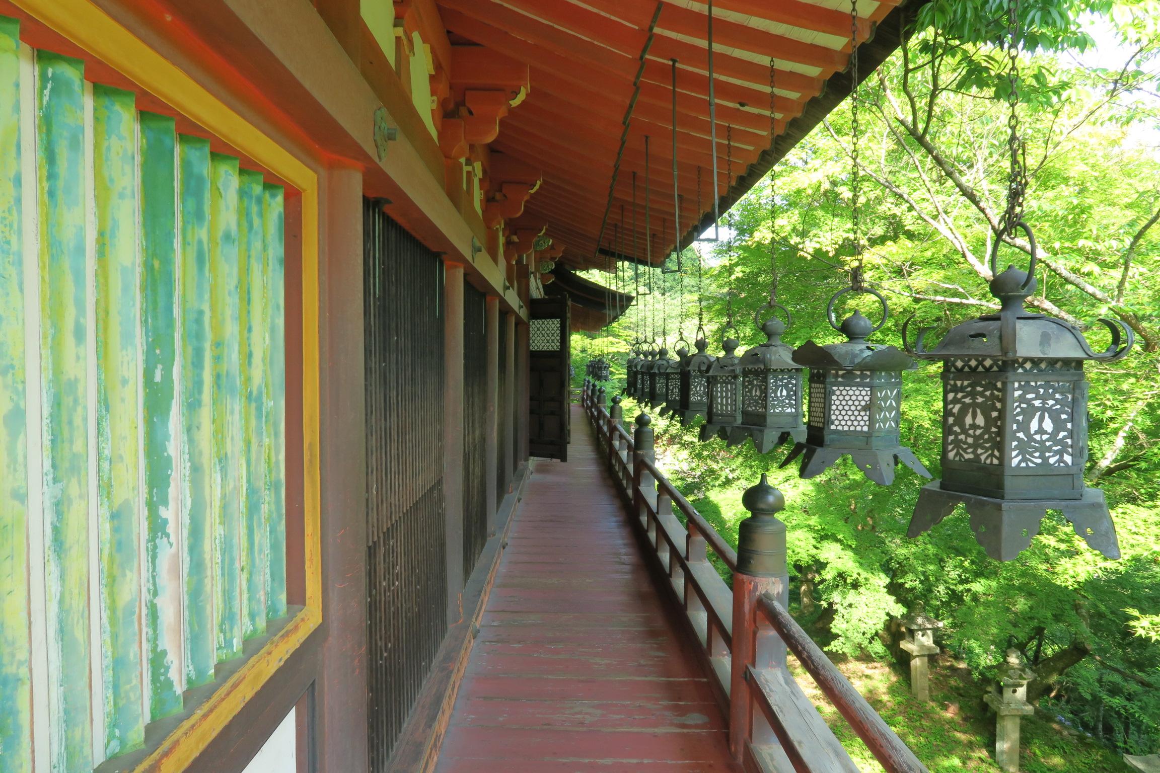 拝殿の外にある廊下。