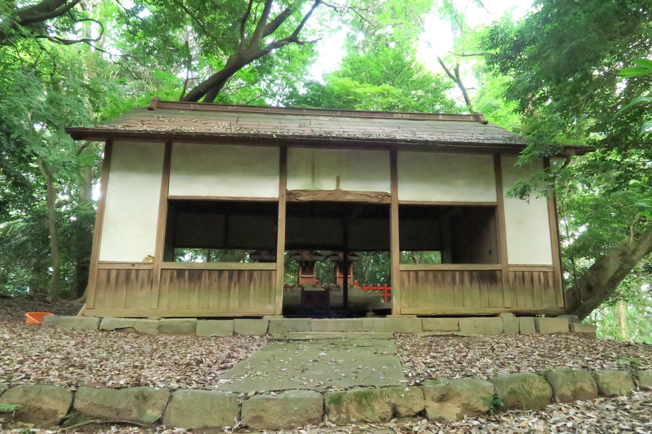 三天稲荷神社が見えてきました。