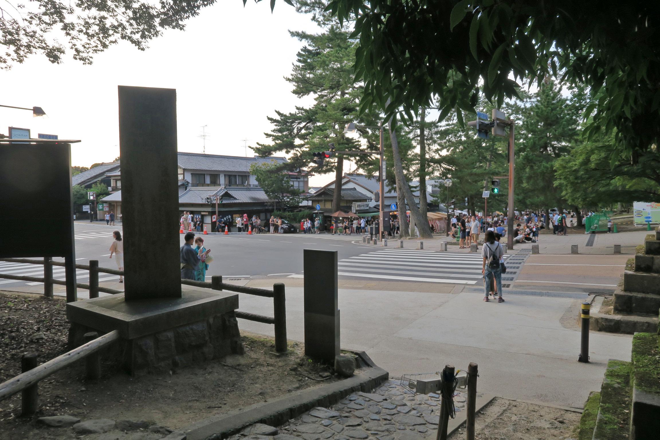 大仏殿の交差点。