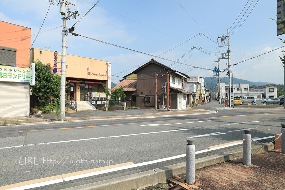 駅前ですが、まだお店は少なめ。