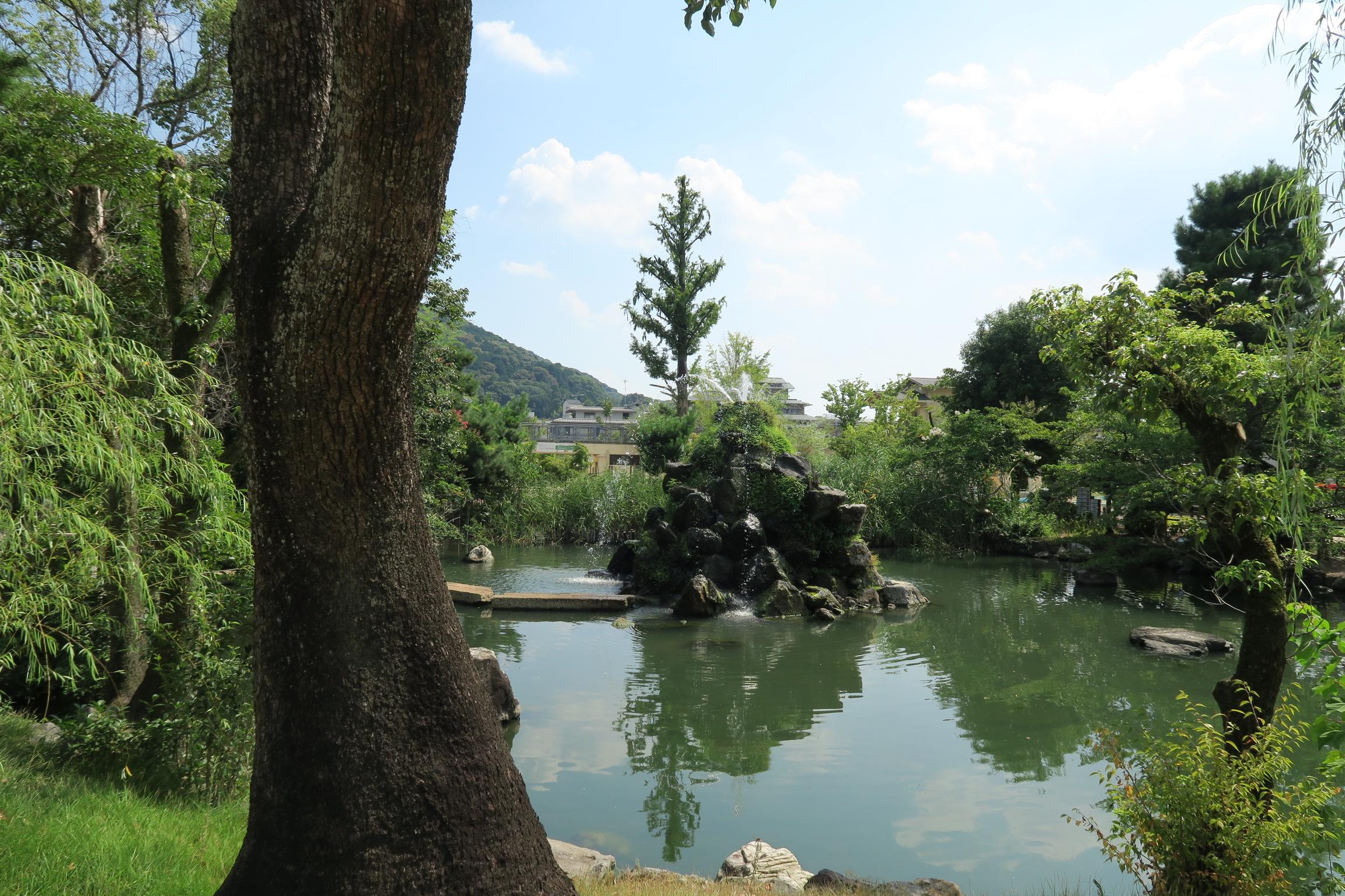 中央エリアには、噴水池もあります。