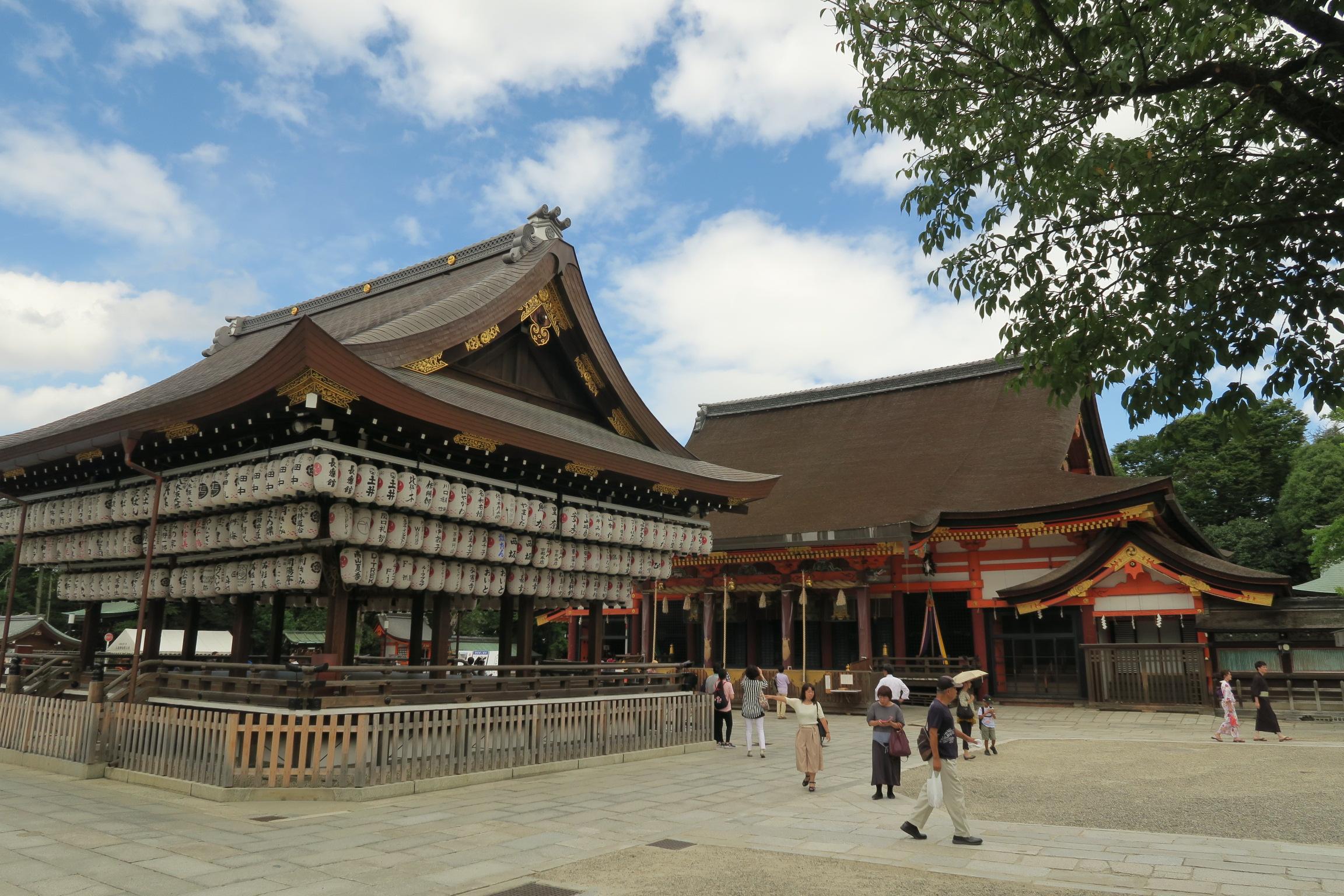 八坂神社。元々は祇園神社などと呼ばれていて祇園さんとも呼ばれるそうです。