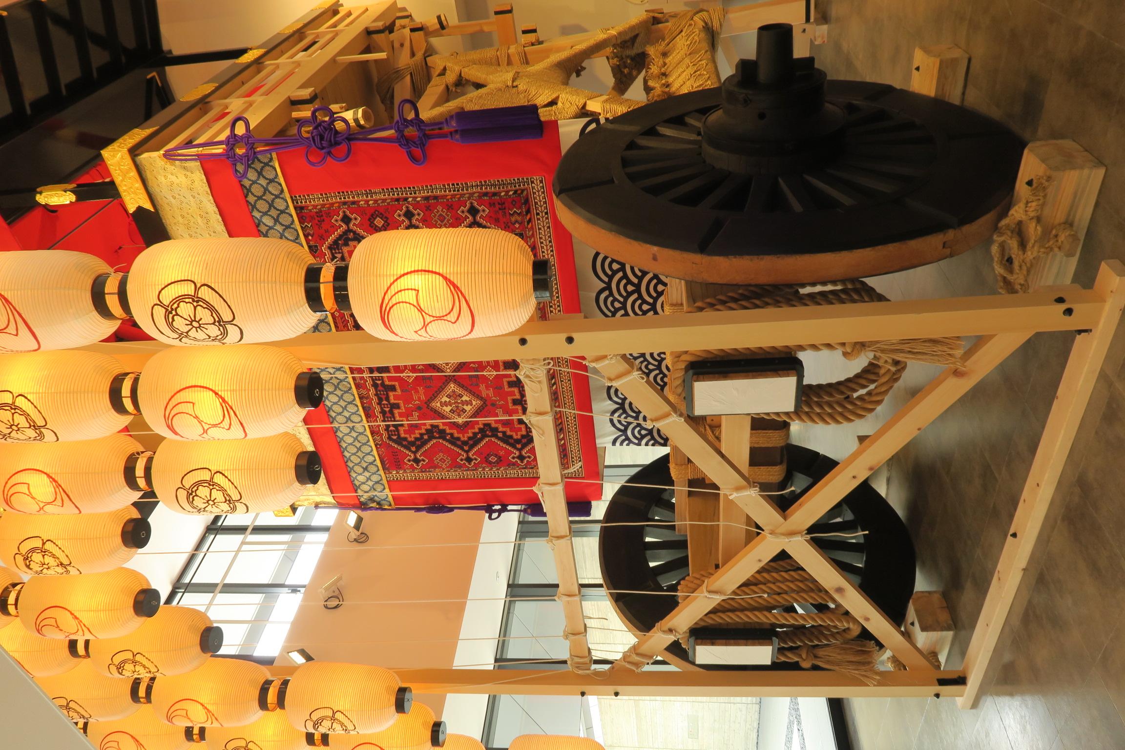 展示用の山鉾。京都に関連した写真集も売れれていて楽しめました。