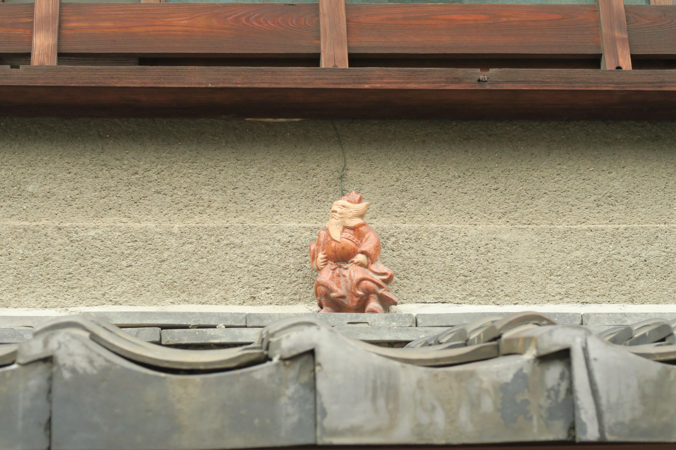 家に玄関上に飾られている置物なんですが、どのような意味があるのでしょうかね?こんど聞いてみます。