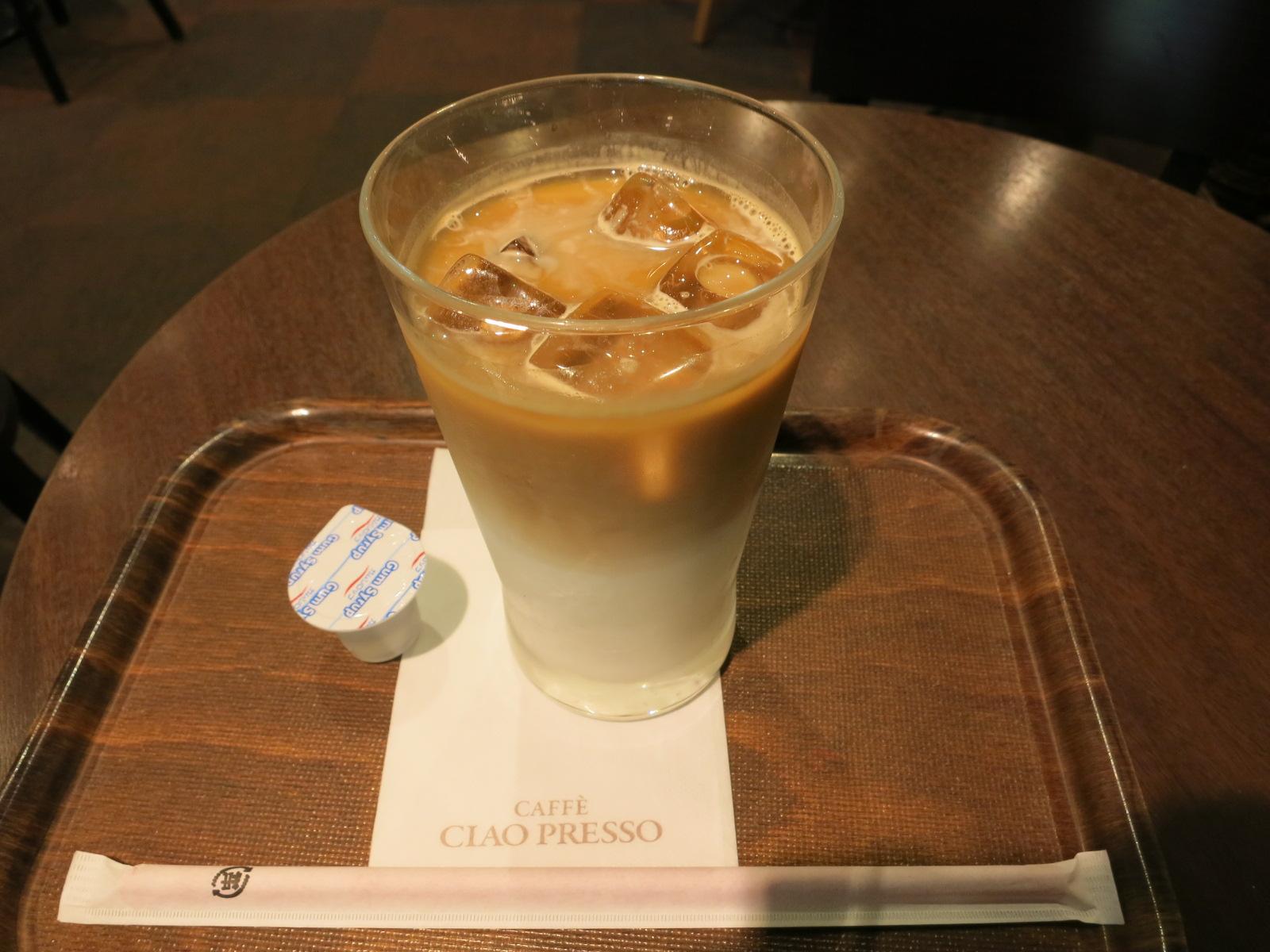 近鉄奈良駅に戻ってきました。地下構内にある、カフェのチャオプレッソで、冷たいドリンクを頂きました。