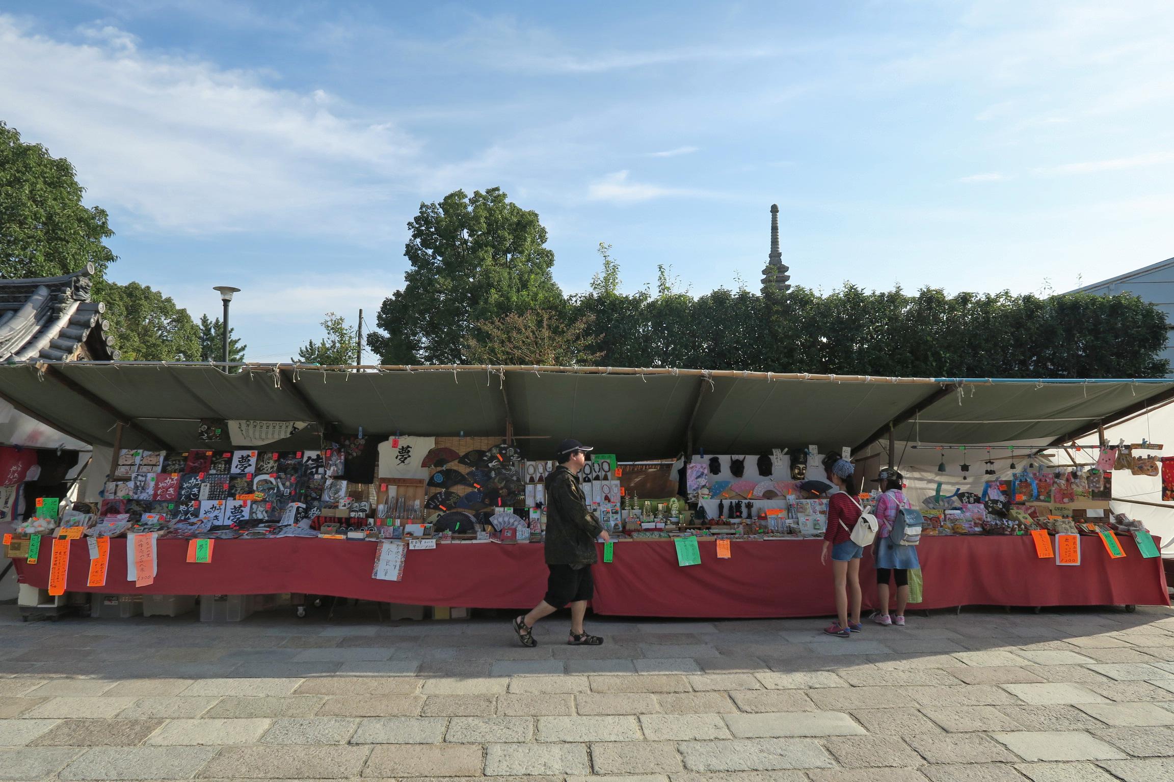 法隆寺近辺に出店しているお店がいくつかありました。