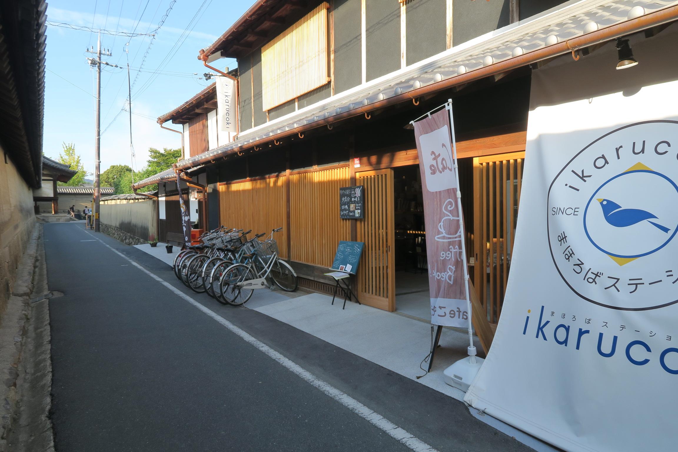 法隆寺東門の近くにオープンしたばかりの「まほろばステーション」。お土産屋やカフェがありました。