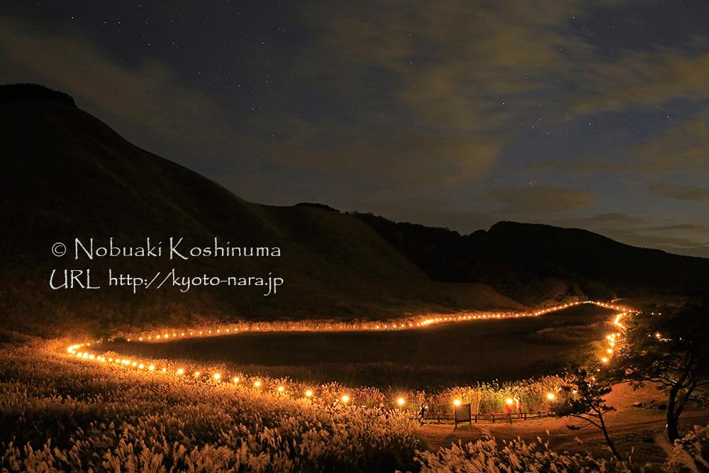 曽爾高原山灯り。星も瞬き美しい光景です。