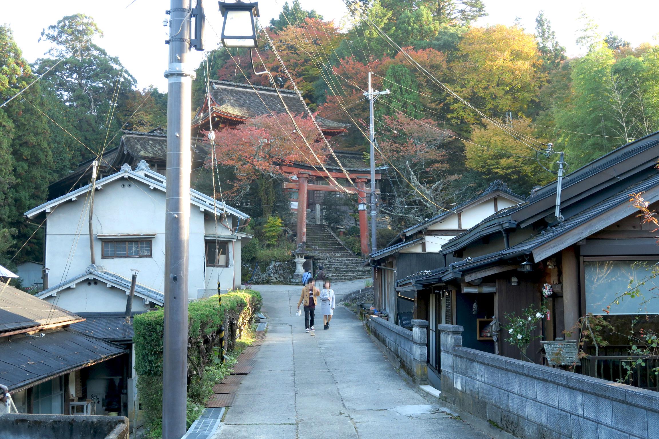 水の神を祀る水分神社(世界遺産)の鳥居が見えてきました。