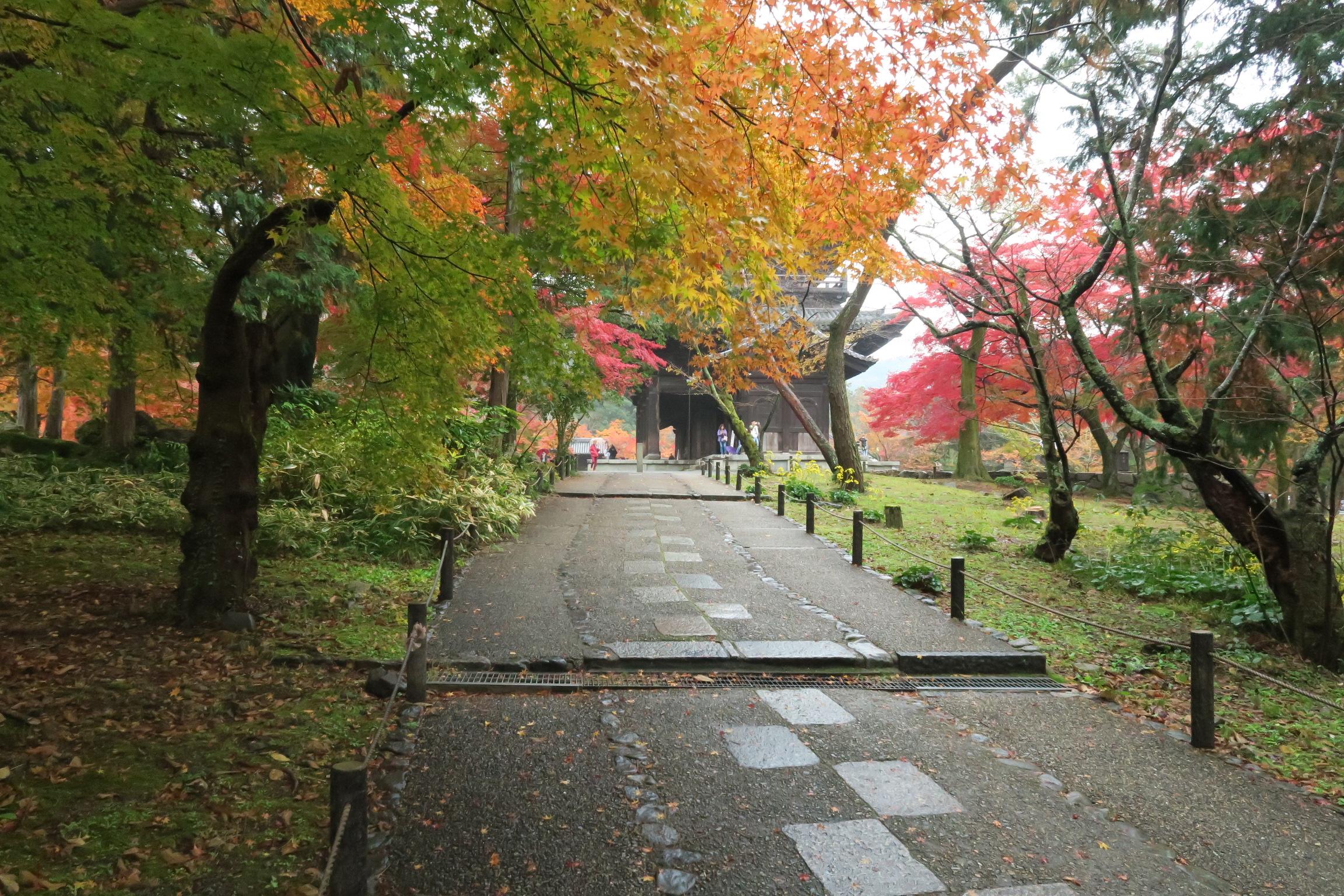 南禅寺に移動。