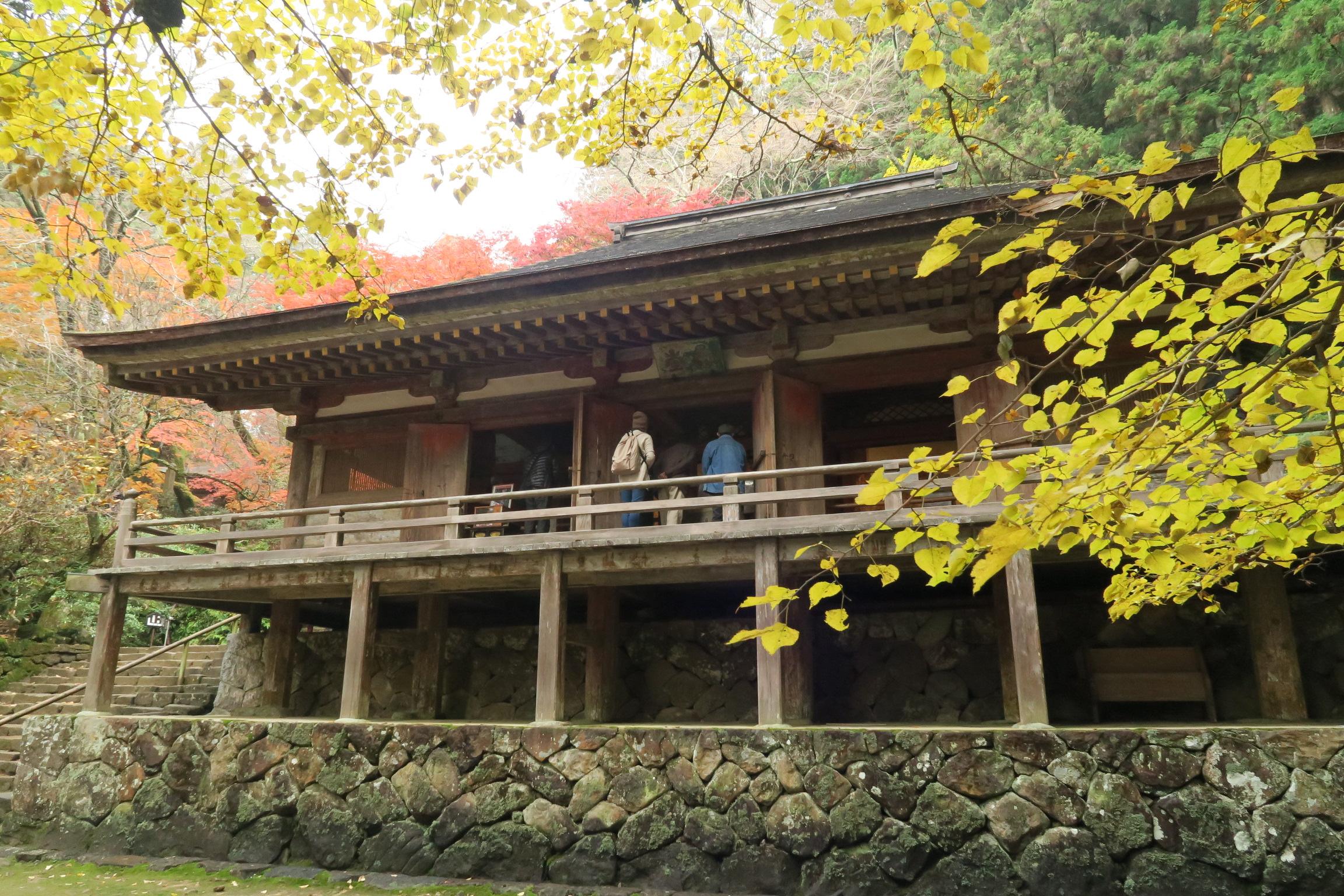 国宝の金堂。平安初期の山寺にある仏塔としては日本唯一のもの。