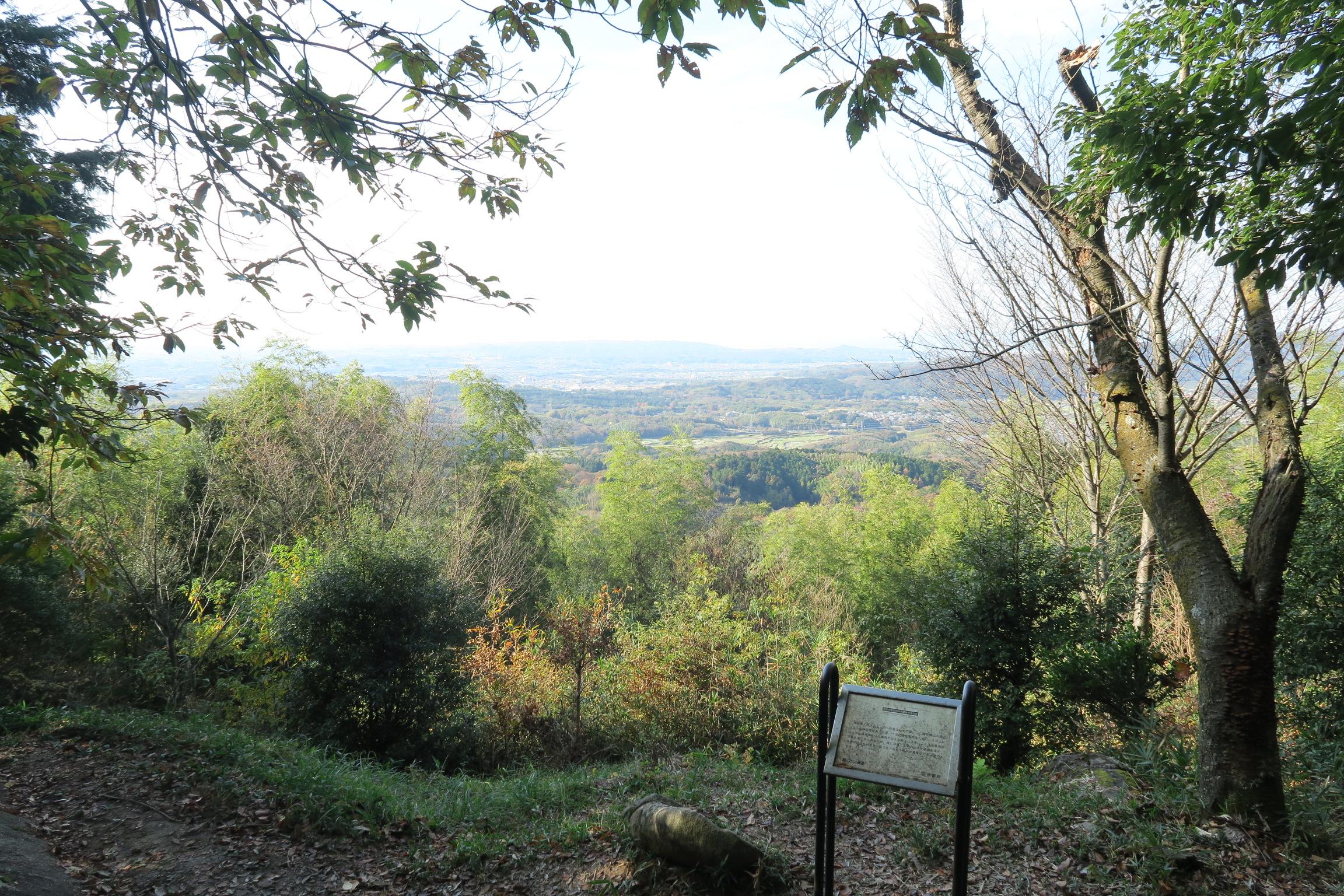 眺望もよく、生駒の山々も望めます。