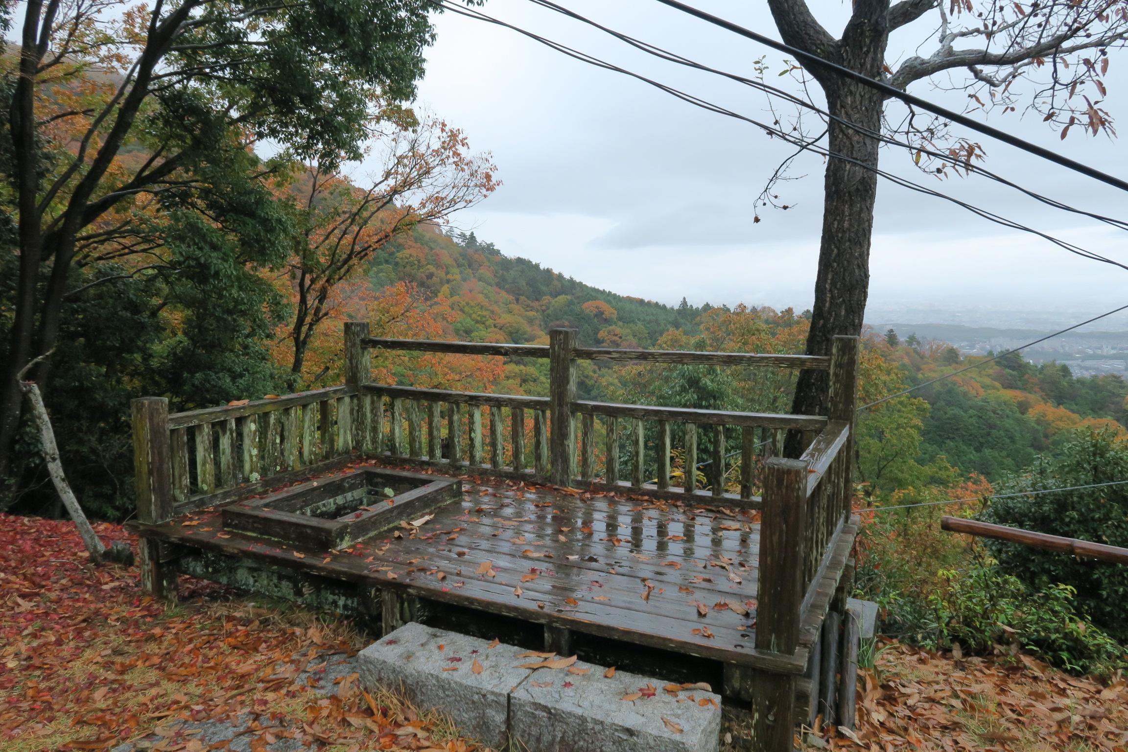 晴れていれば、比叡山や如意ケ嶽などが望めます。