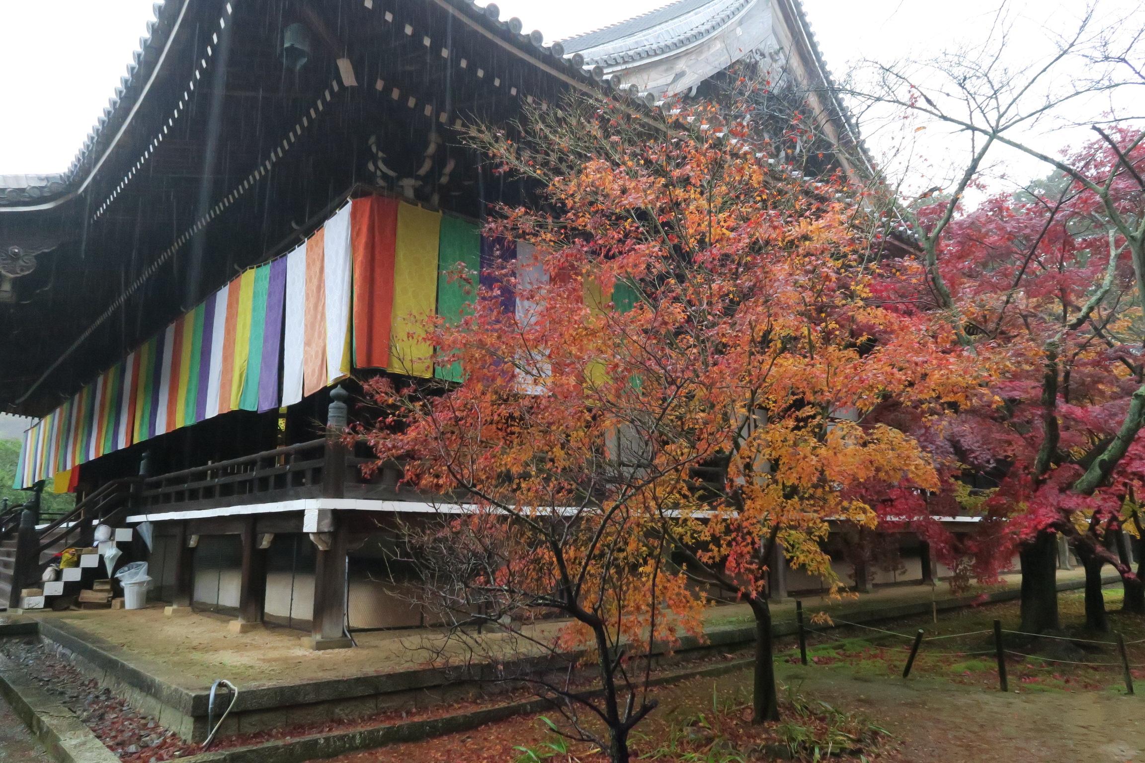 御影堂(みえどう)。寺院様式では本堂と呼ばれる建物に相当。
