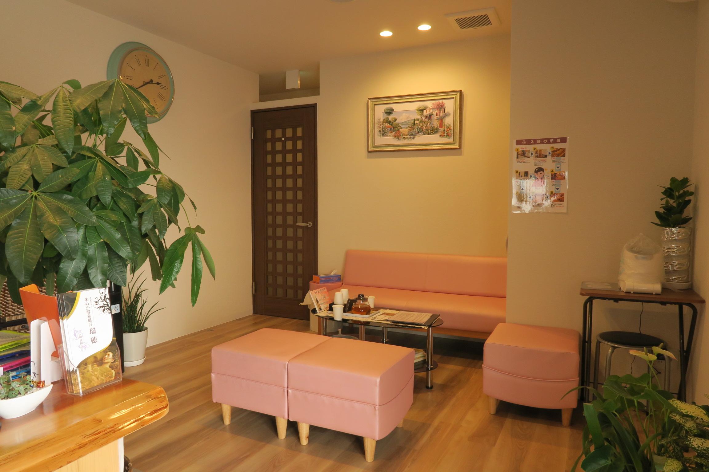 待合室。初回はお試し料金で2.000円で利用できます。