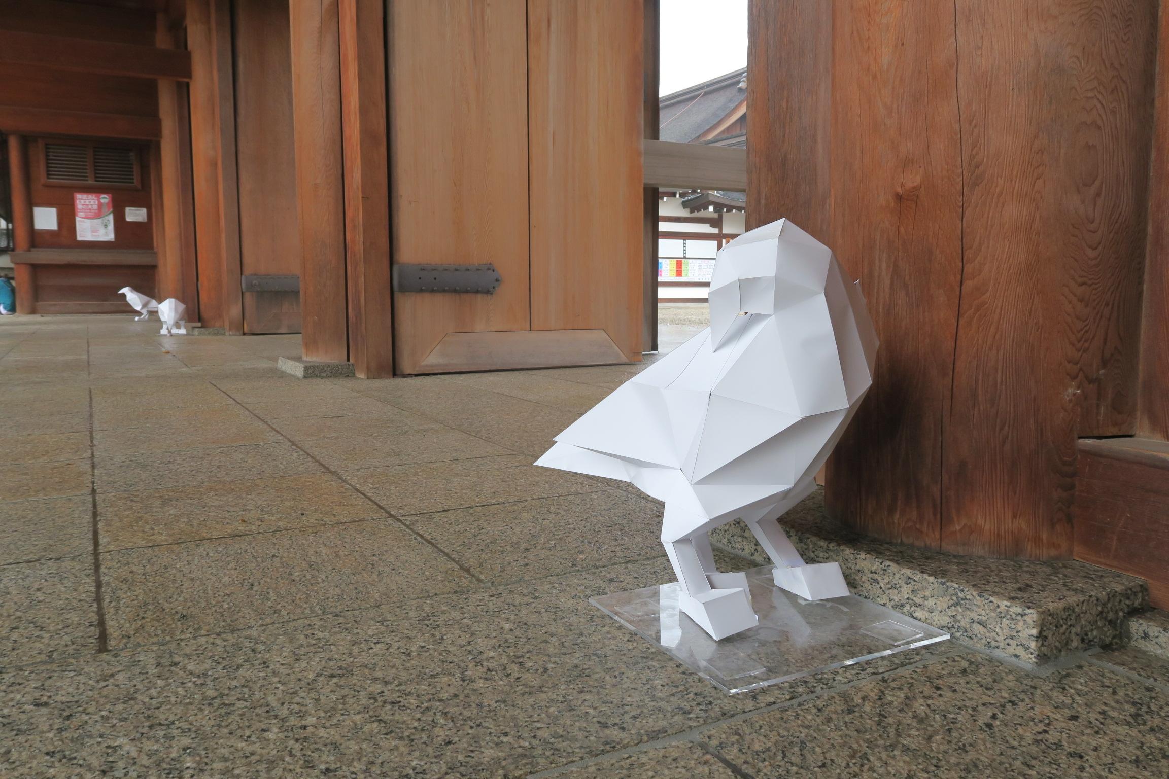 日本神話に登場する八咫烏(やたがらす)。神武天皇のもとに遣わされ、熊野から大和へ道案内をしたカラス