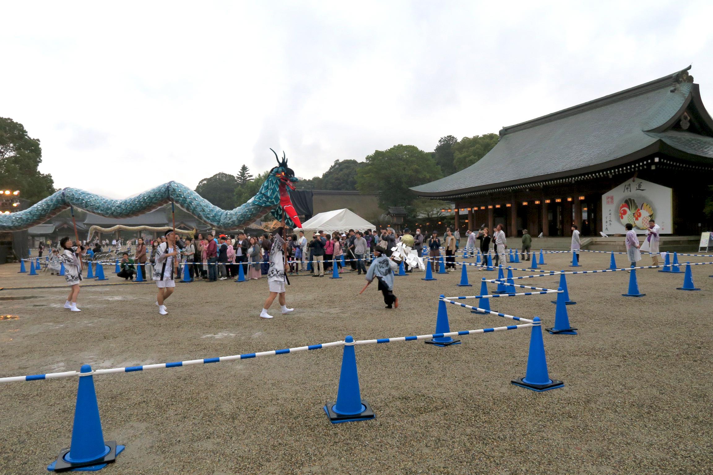 春の神武祭では、様々なイベントが行われています。この日の夜は相川七瀬さんのコンサートも。