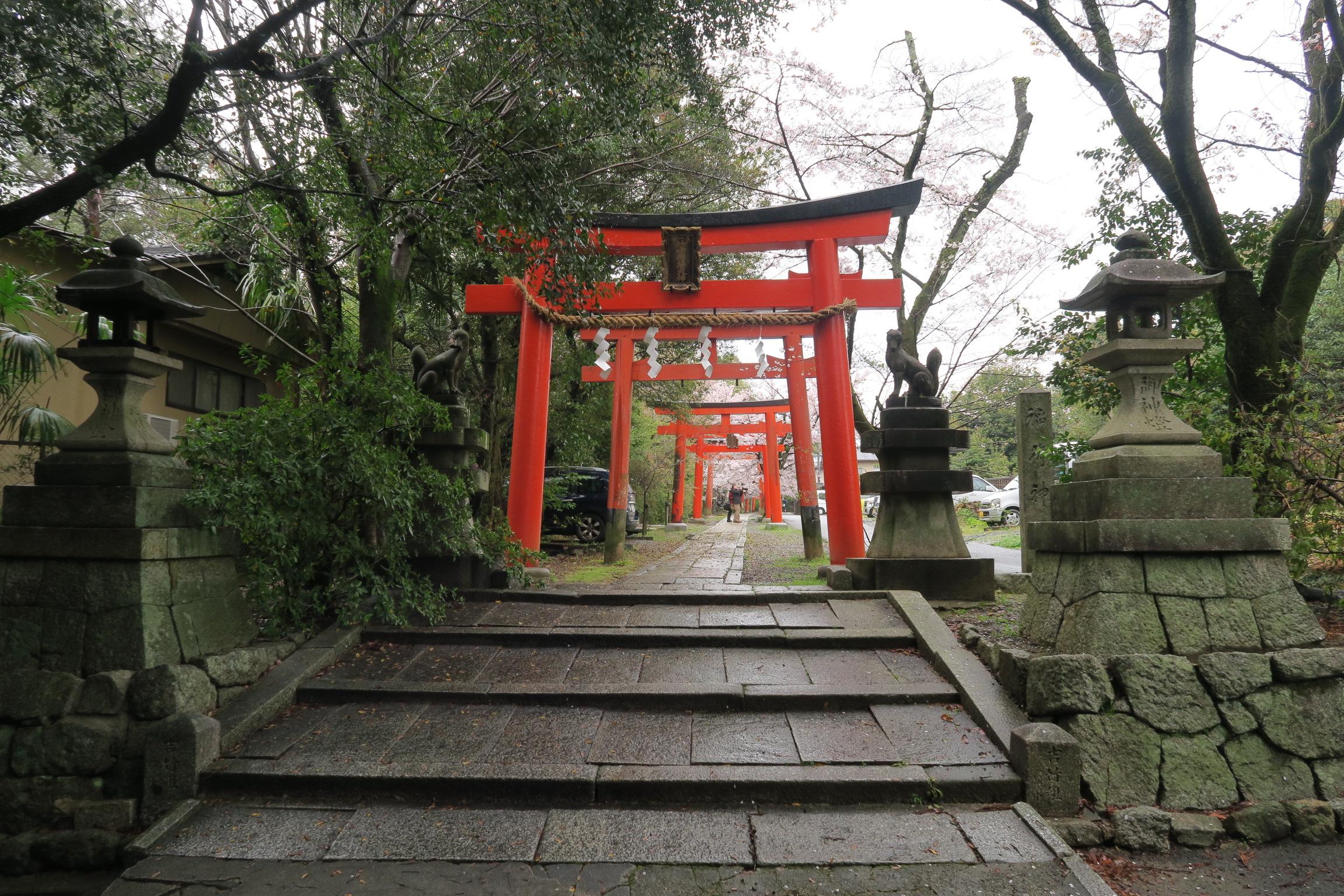 宗忠神社から数分にある竹中稲荷神社。