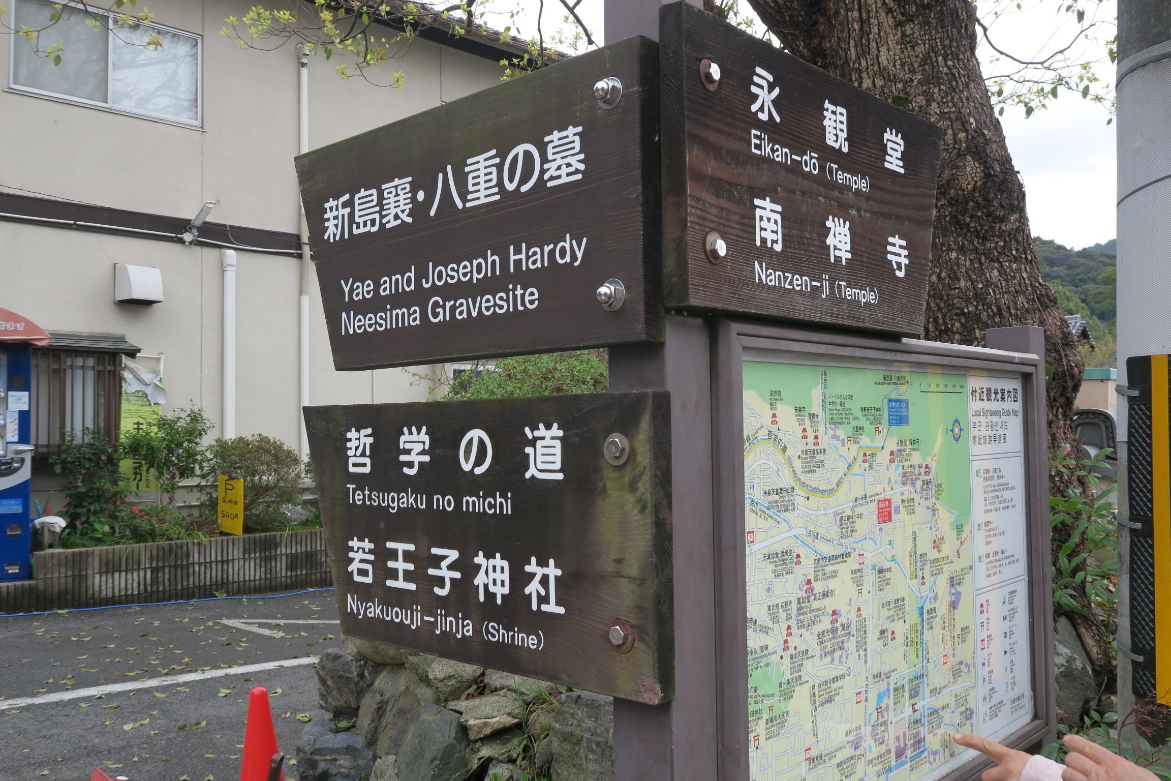 この辺りは道案内も多く、観光客も沢山歩いているので、迷うことはないと思います。