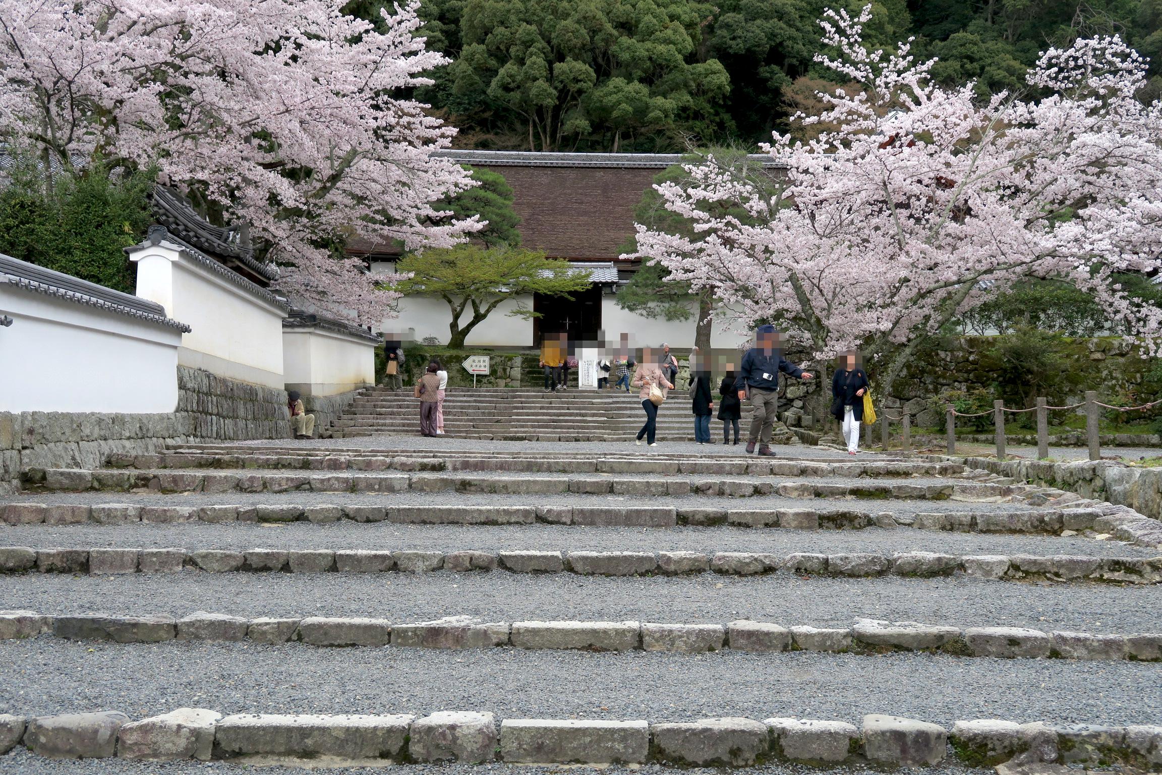 南禅寺法堂と南禅寺専門道場の間にある石階段。