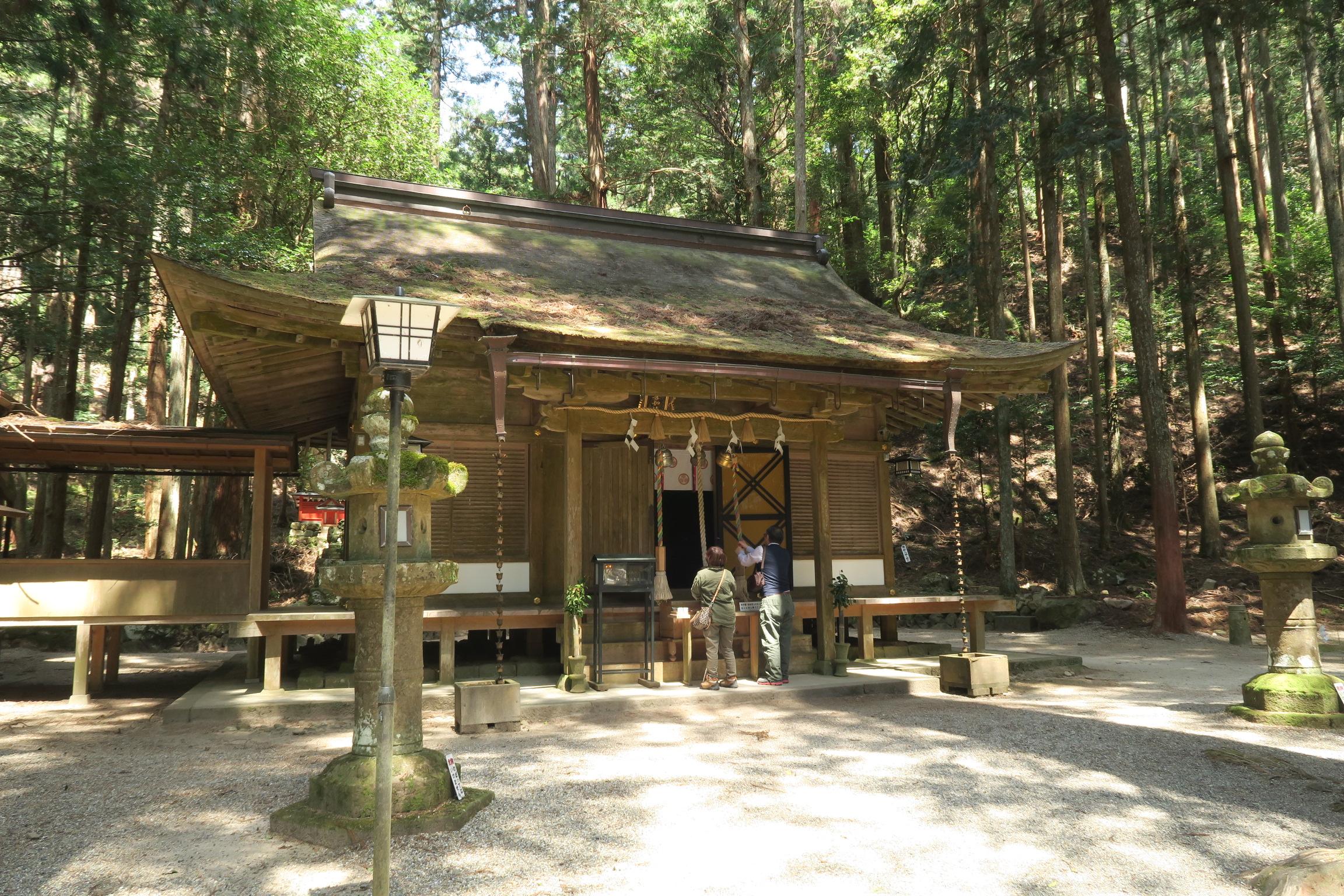 室生龍穴神社の「拝殿」。室生寺の般若堂を移築したものと言われています。