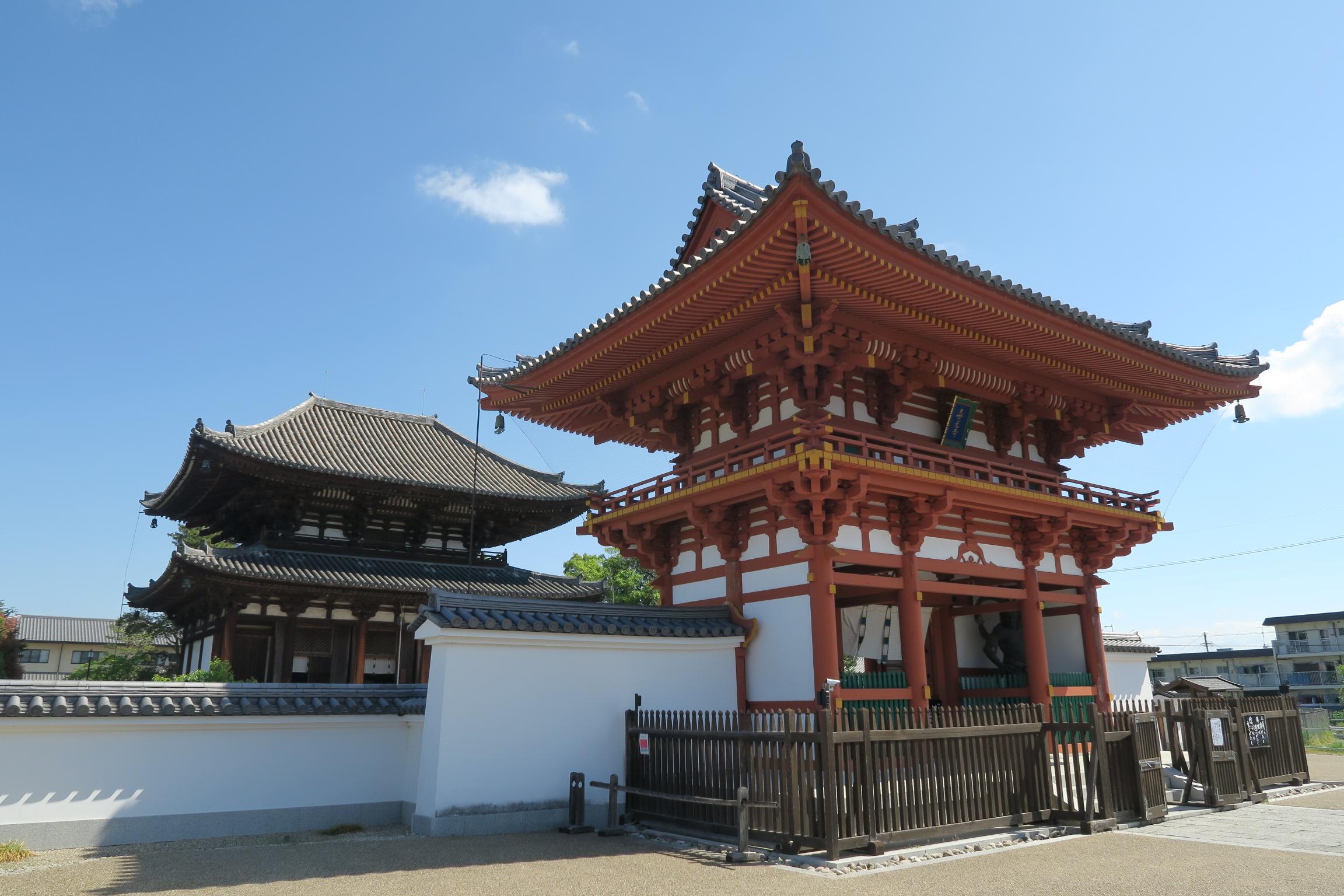 奈良市菅原町にある喜光寺。721年に私度僧だった行基が創建したと伝わります。